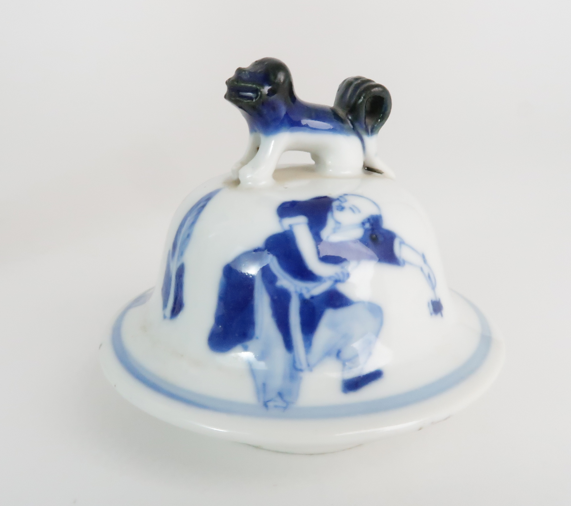 A CHINESE BLUE AND WHITE BALUSTER VASE AND COVER painted with numerous figures within foliate - Image 10 of 19
