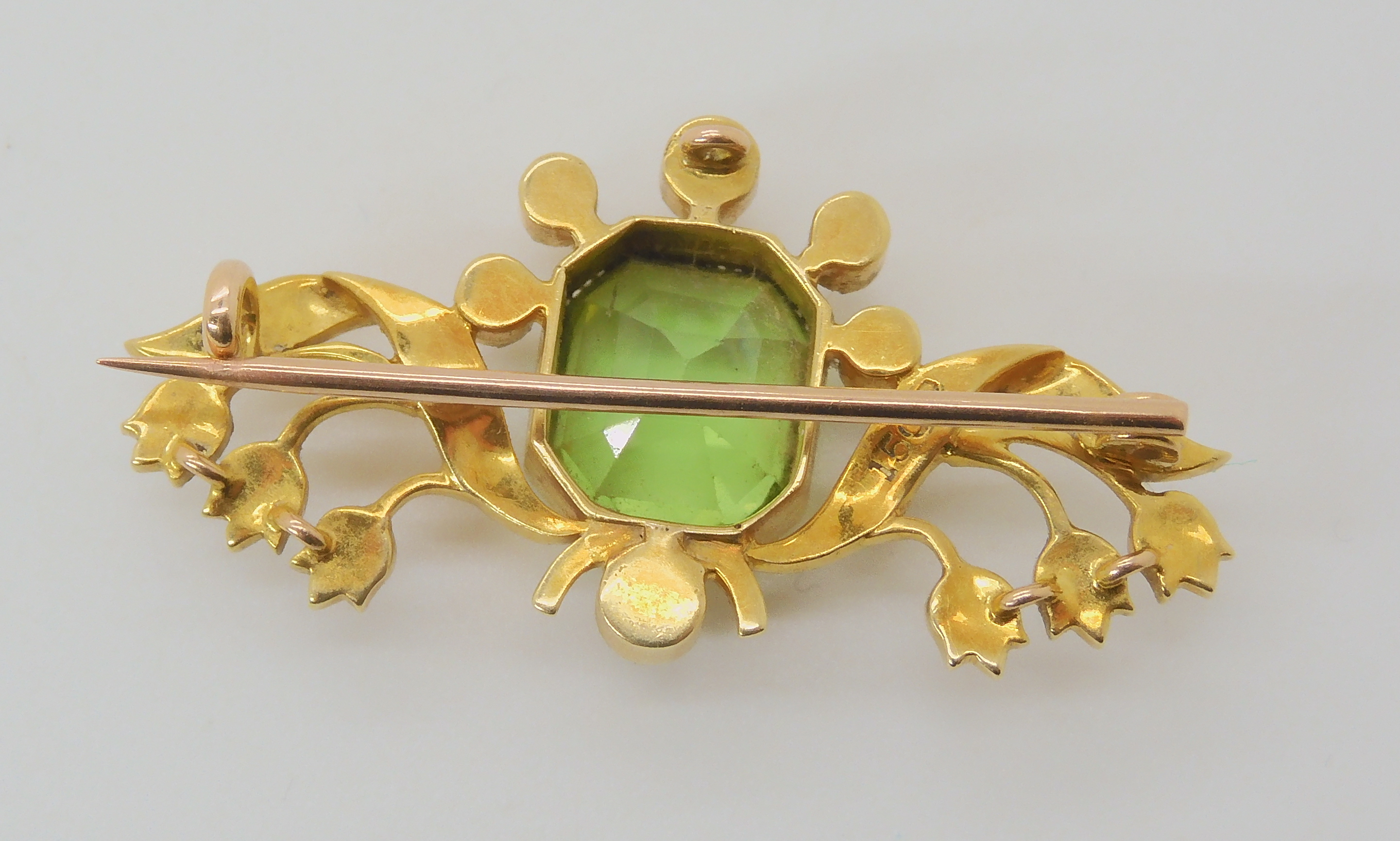 A 15CT GOLD PERIDOT AND PEARL EDWARDIAN BROOCH depicting lily of the valley, the peridot is - Image 2 of 3