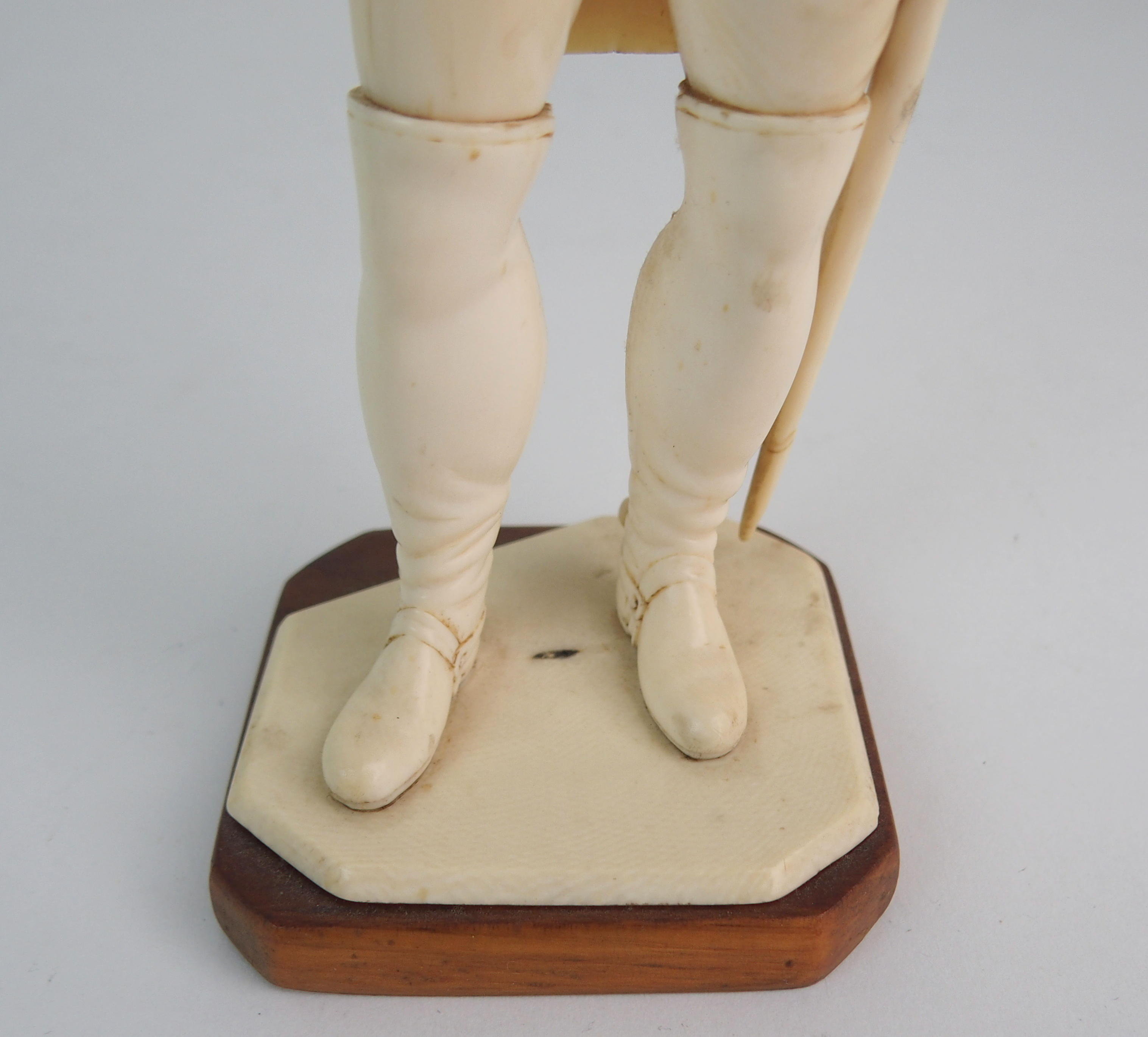 A LATE 19TH/EARLY 20TH CENTURY CARVED IVORY MODEL OF NAPOLEON in uniform with crossed arms, on - Image 9 of 9