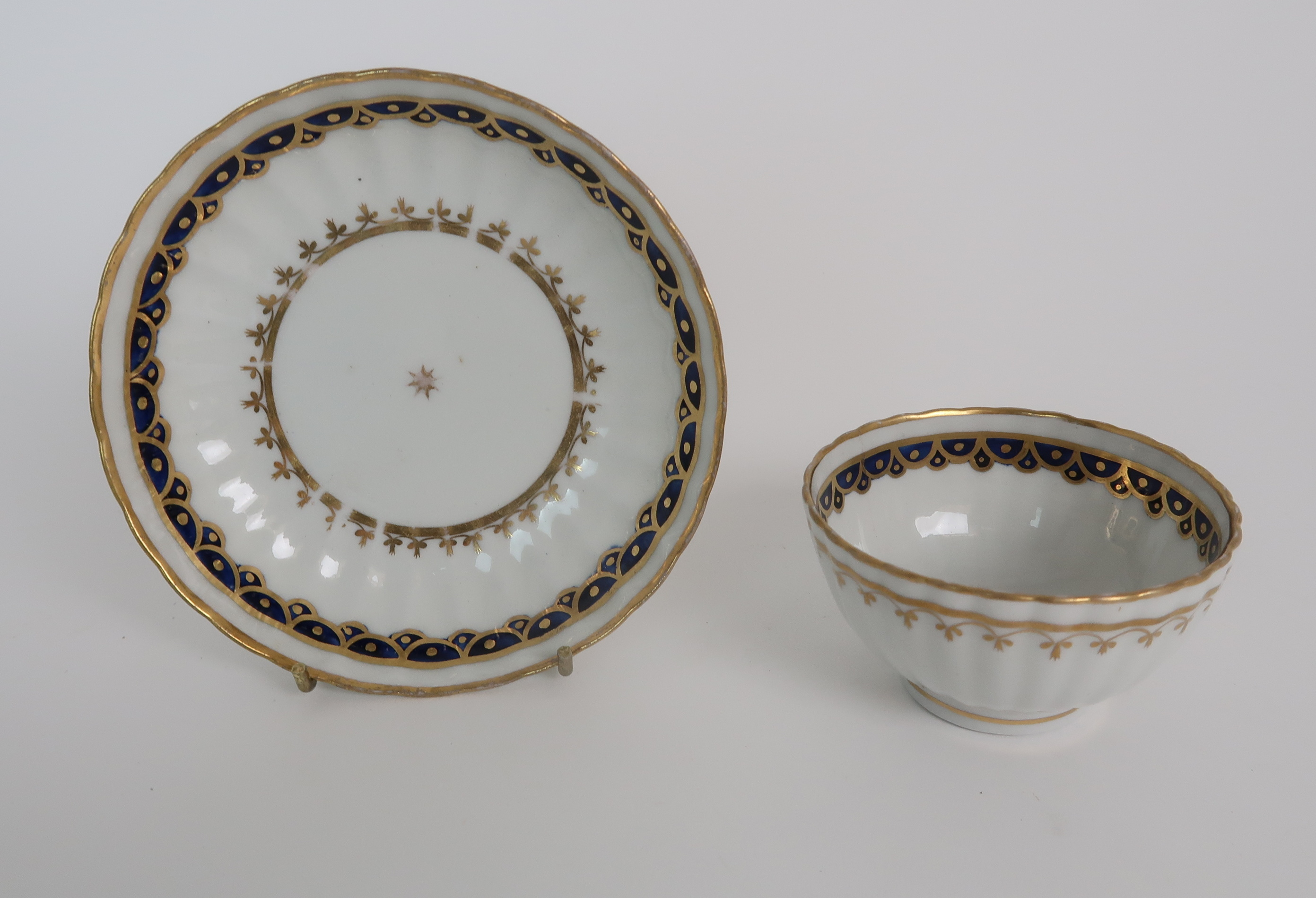 A COLLECTION OF 19TH CENTURY ENGLISH BLUE AND GILT DECORATED TEA AND COFFEE WARES including a - Image 20 of 23