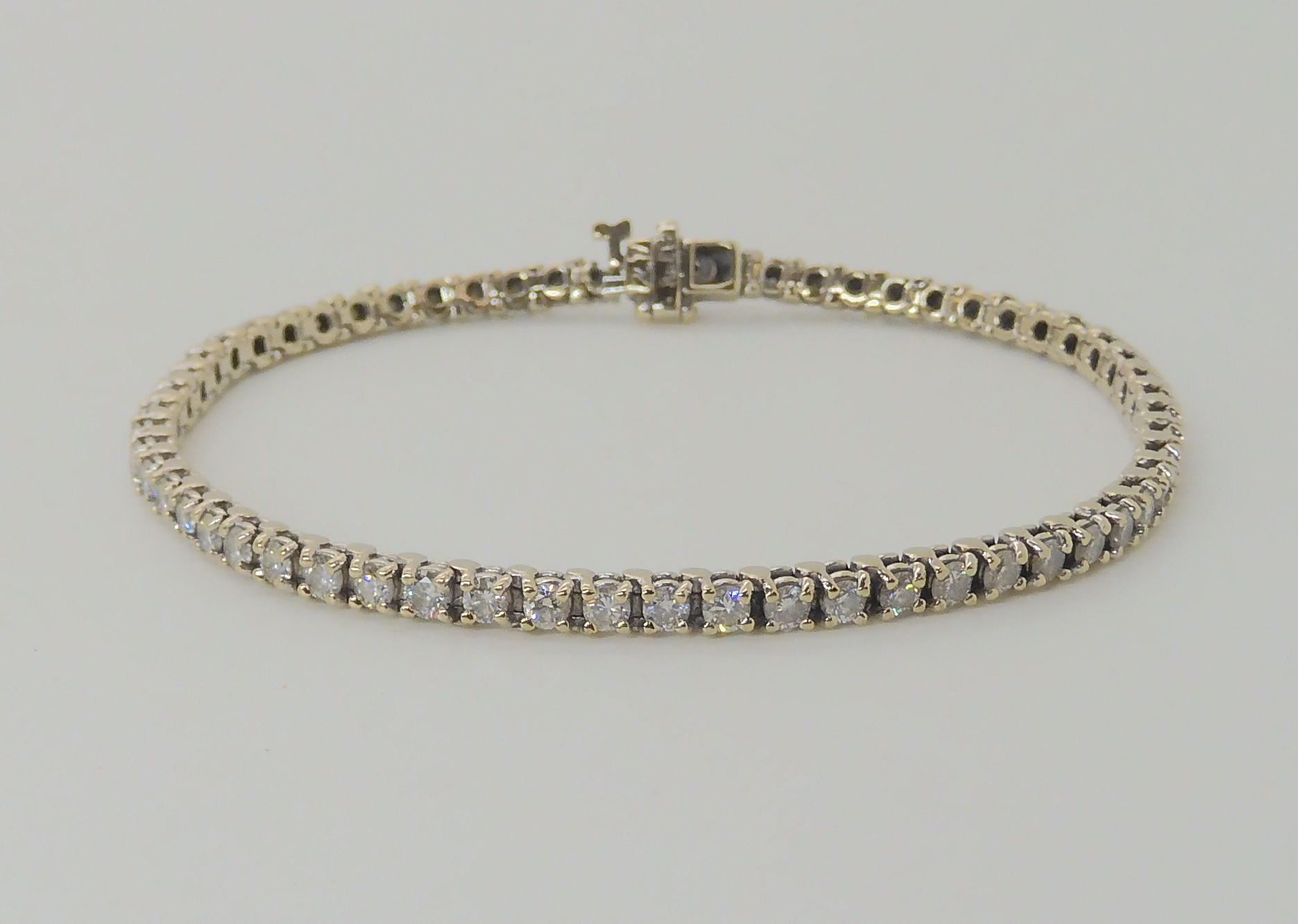 AN 18K WHITE GOLD DIAMOND LINE BRACELET set with estimated approx 2.7cts of brilliant cut - Image 2 of 5