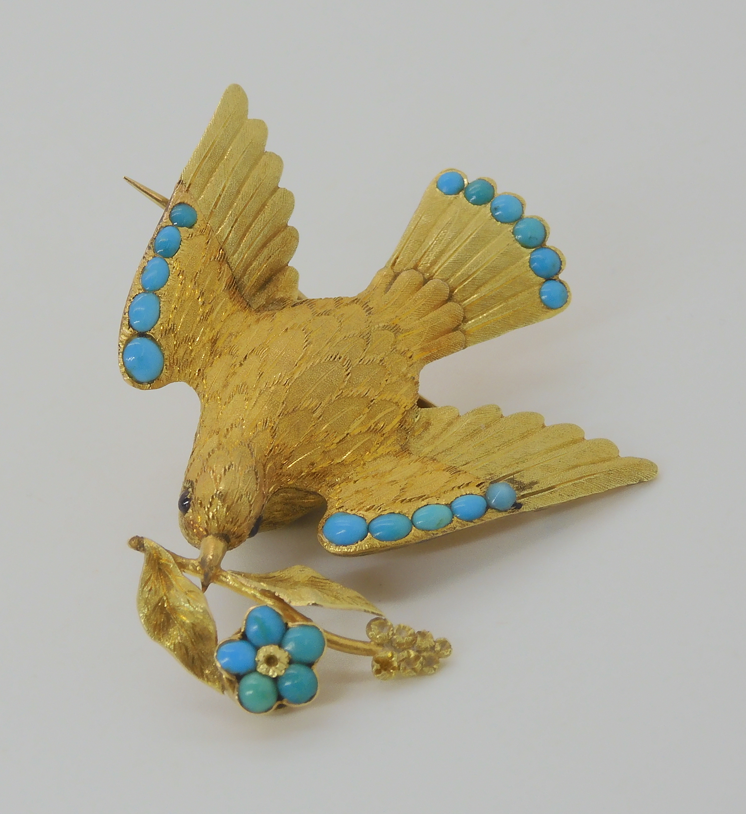 A VICTORIAN LOCKET BACK DOVE BROOCH SET WITH TURQUOISE craftsman made in yellow metal, with - Image 3 of 6
