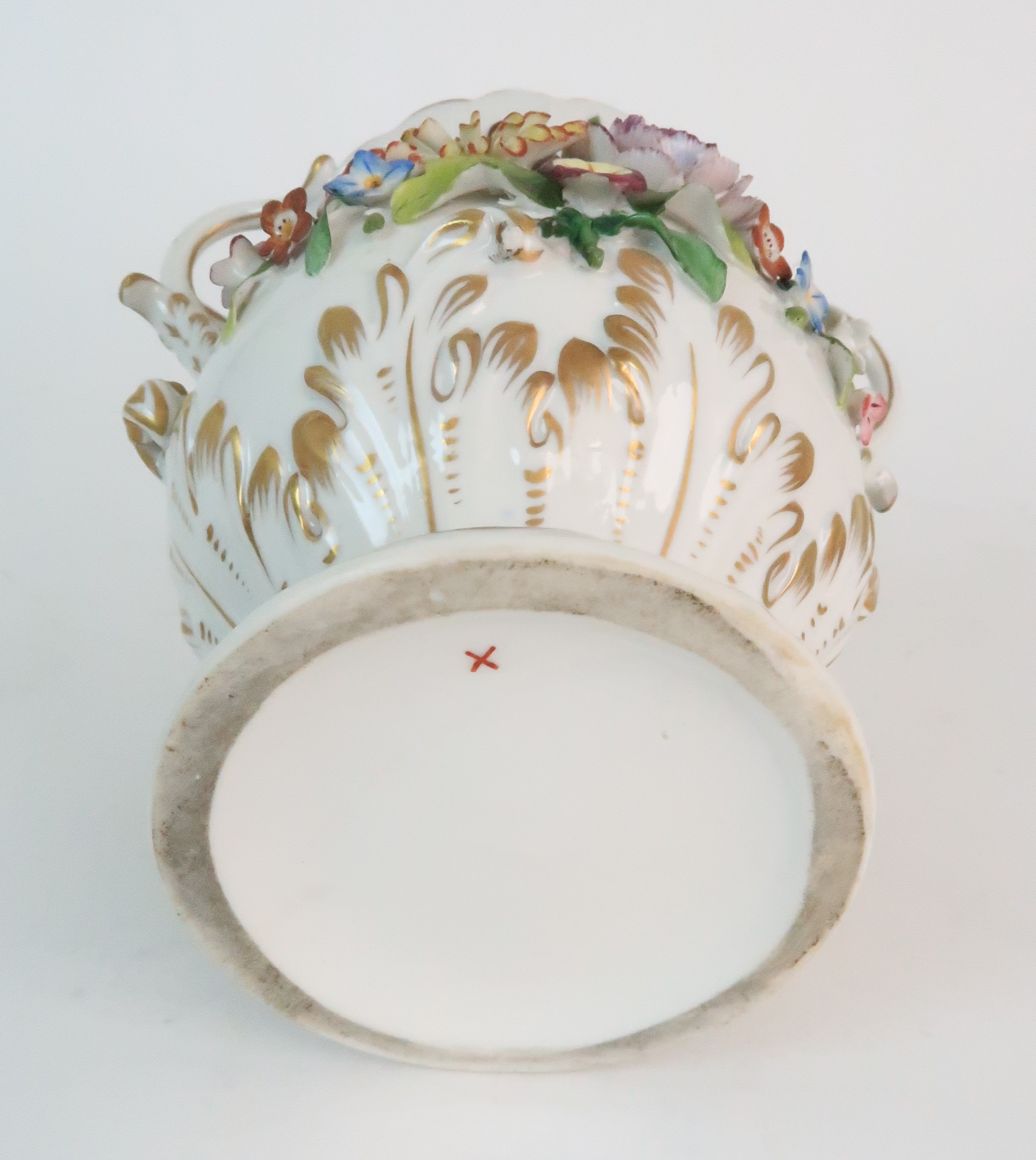 A PAIR OF CONTINENTAL PORCELAIN URNS each decorated with strings of flowers and gilt dot and dash - Image 13 of 16