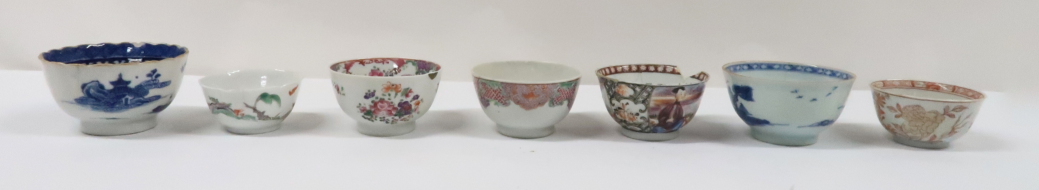 A COLLECTION OF CHINESE EXPORT TEAWARES and others including famille rose, Chien Lung, blue and - Image 7 of 22