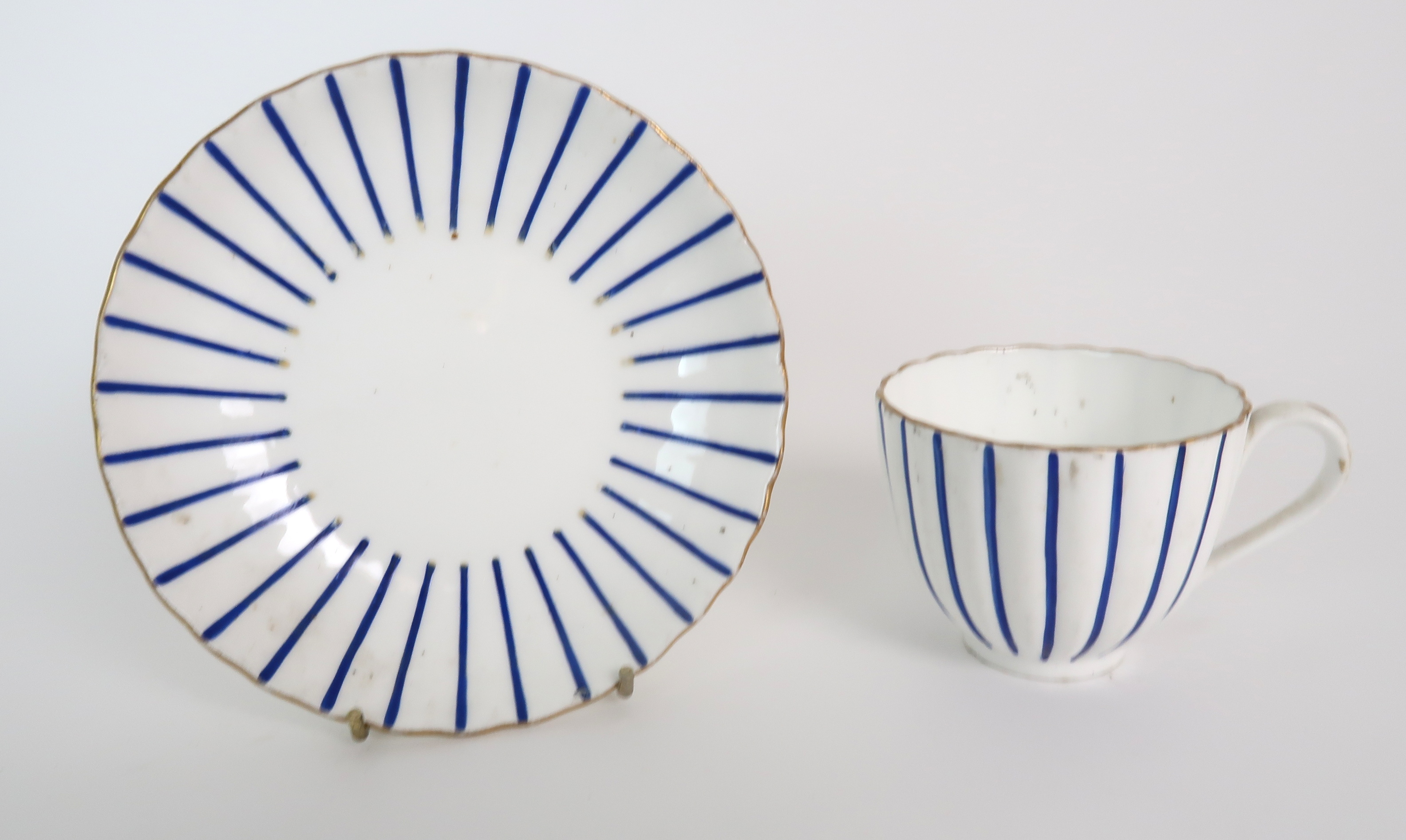 A COLLECTION OF 19TH CENTURY ENGLISH BLUE AND GILT DECORATED TEA AND COFFEE WARES including a - Image 5 of 23