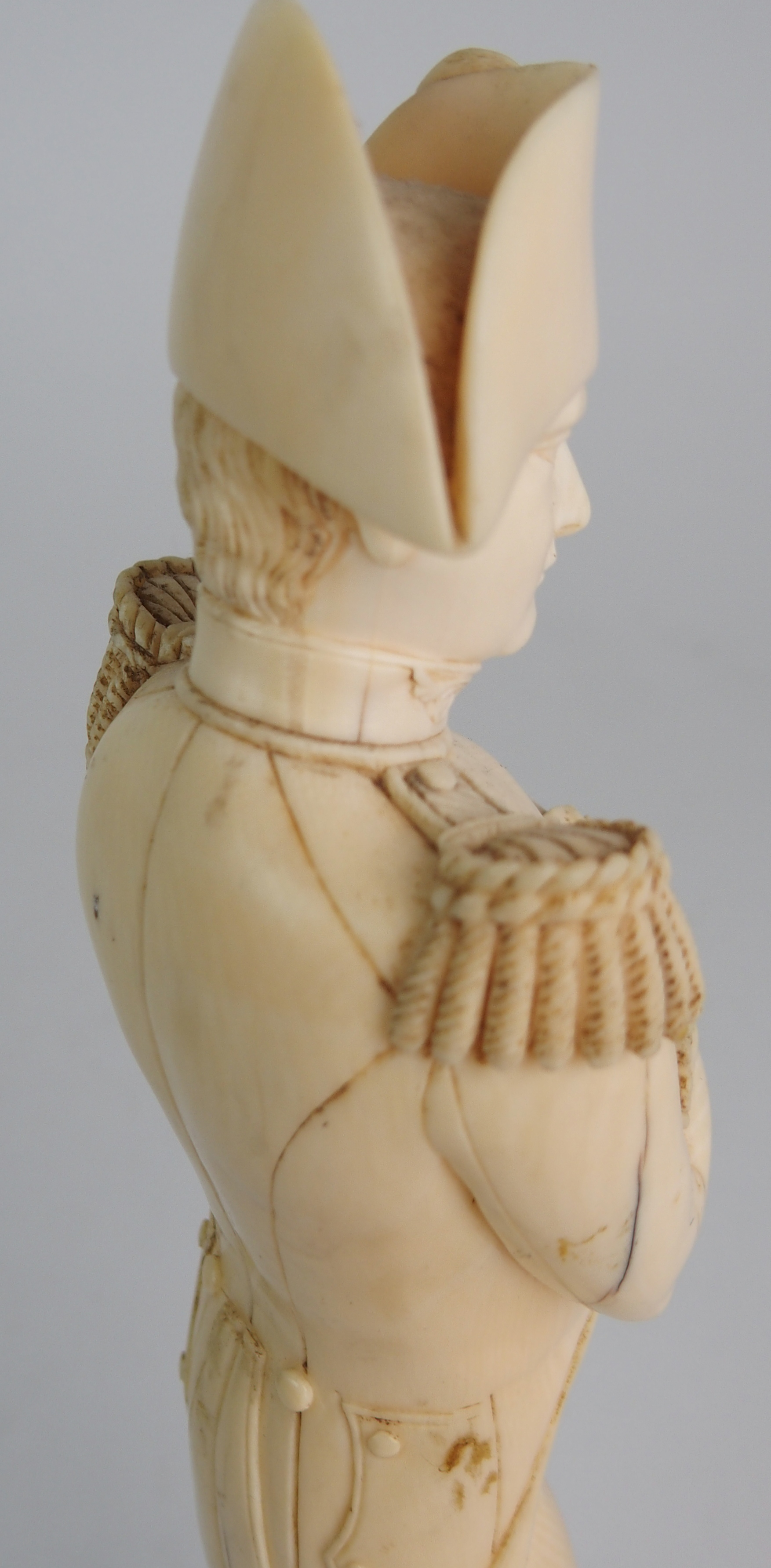 A LATE 19TH/EARLY 20TH CENTURY CARVED IVORY MODEL OF NAPOLEON in uniform with crossed arms, on - Image 8 of 9
