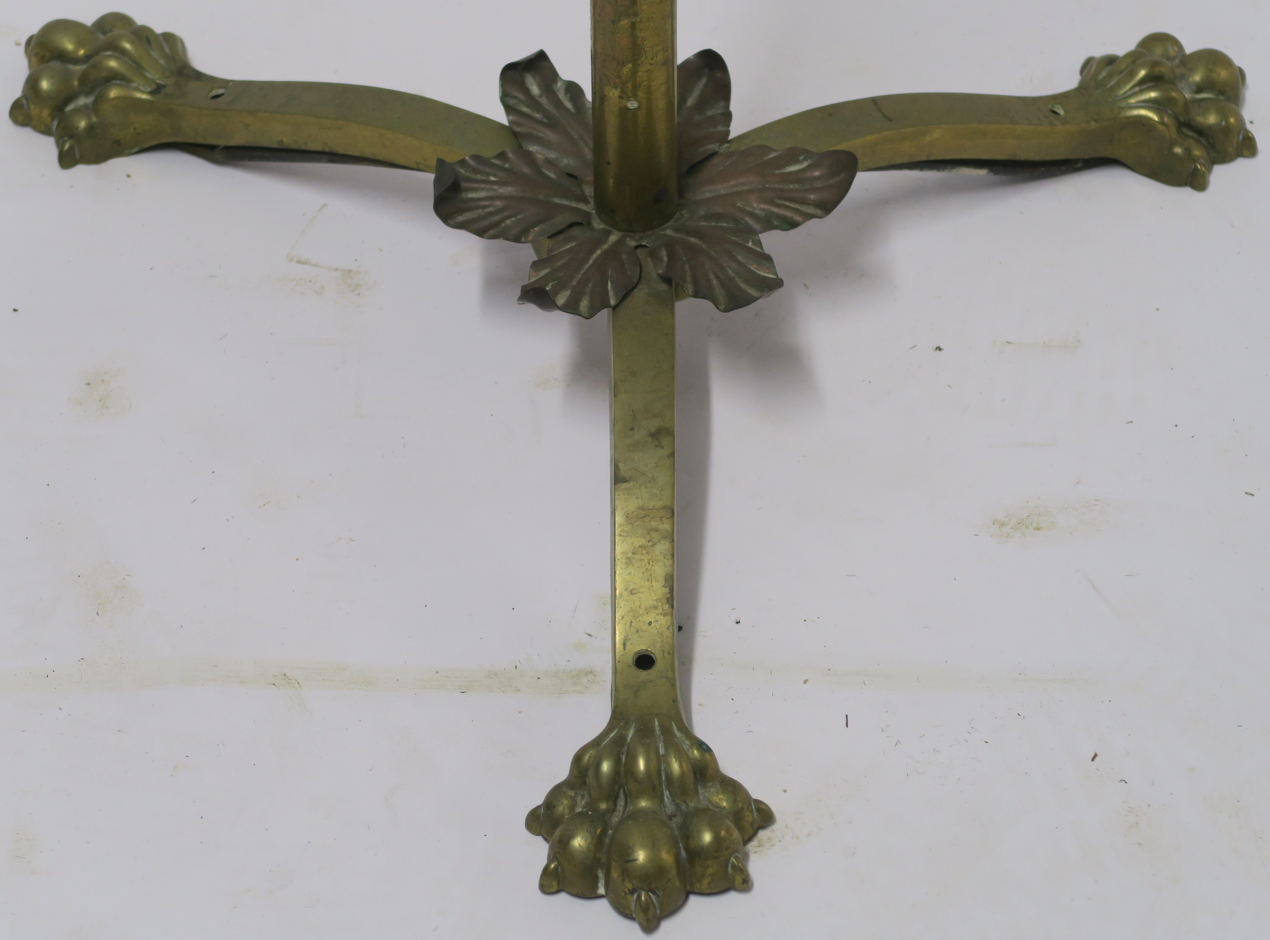 A BRASS STANDARD LAMP Condition Report: Available upon request - Image 2 of 3