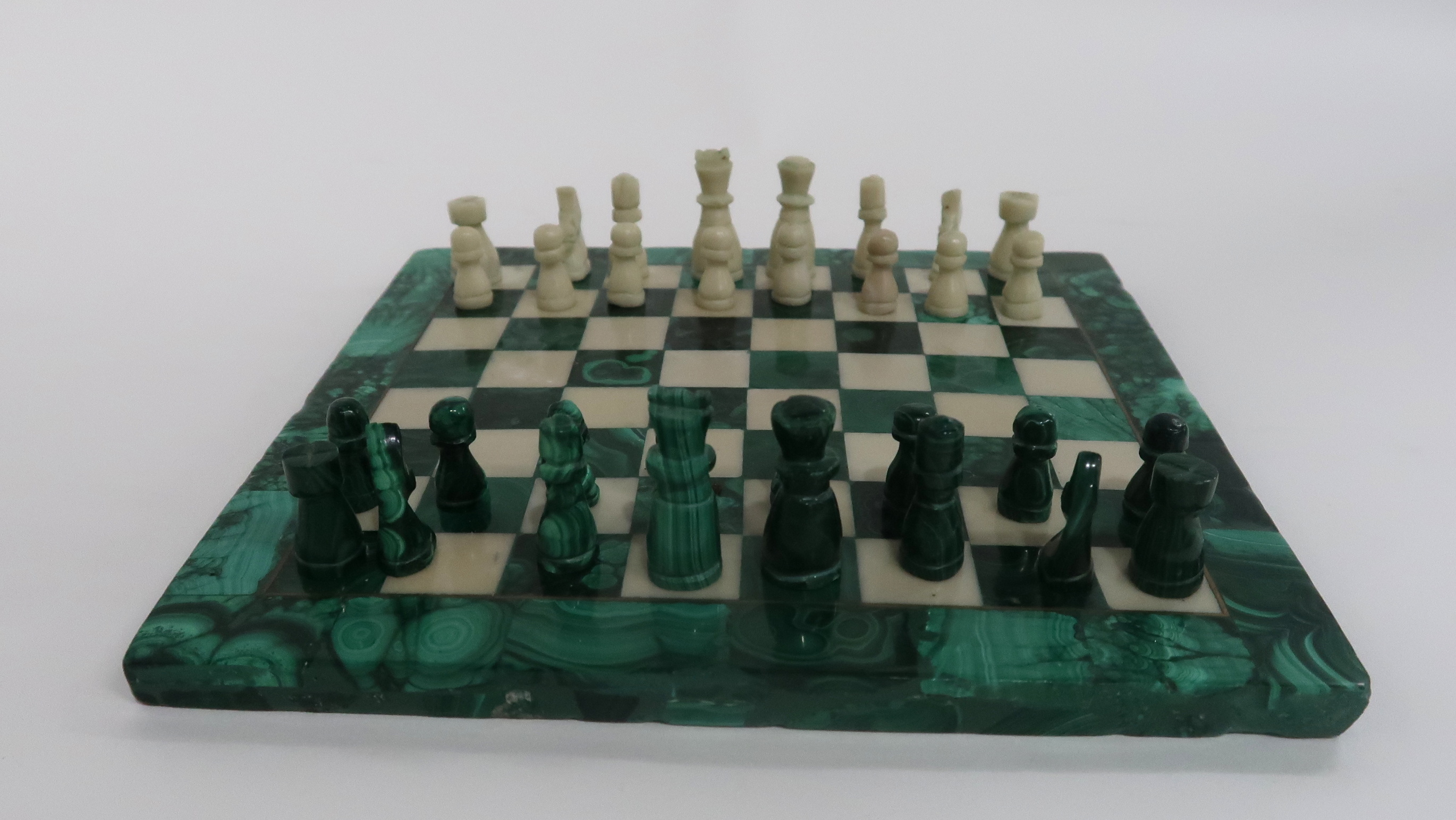 A MINIATURE MALACHITE CHESS SET AND BOARD 19cm square Condition Report: Available upon request - Image 3 of 3
