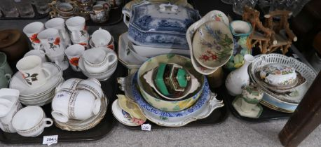 A lot comprising a Royal Albert 5221 gilt decorated part tea service, Elizabethan Carmen pattern