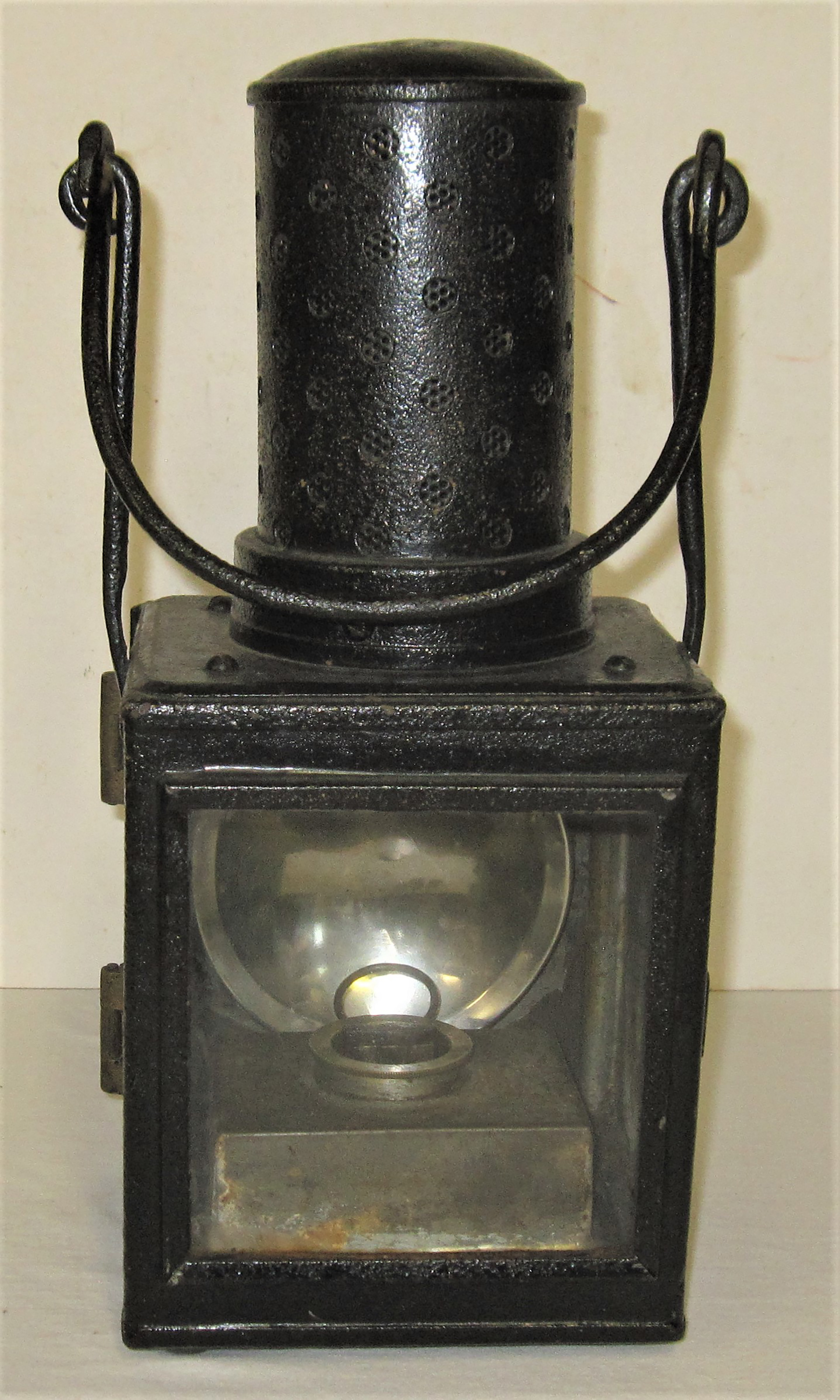 GWR explosion proof handlamp. Complete with rape oil burner and fittings. Stamped GWR on hinges,