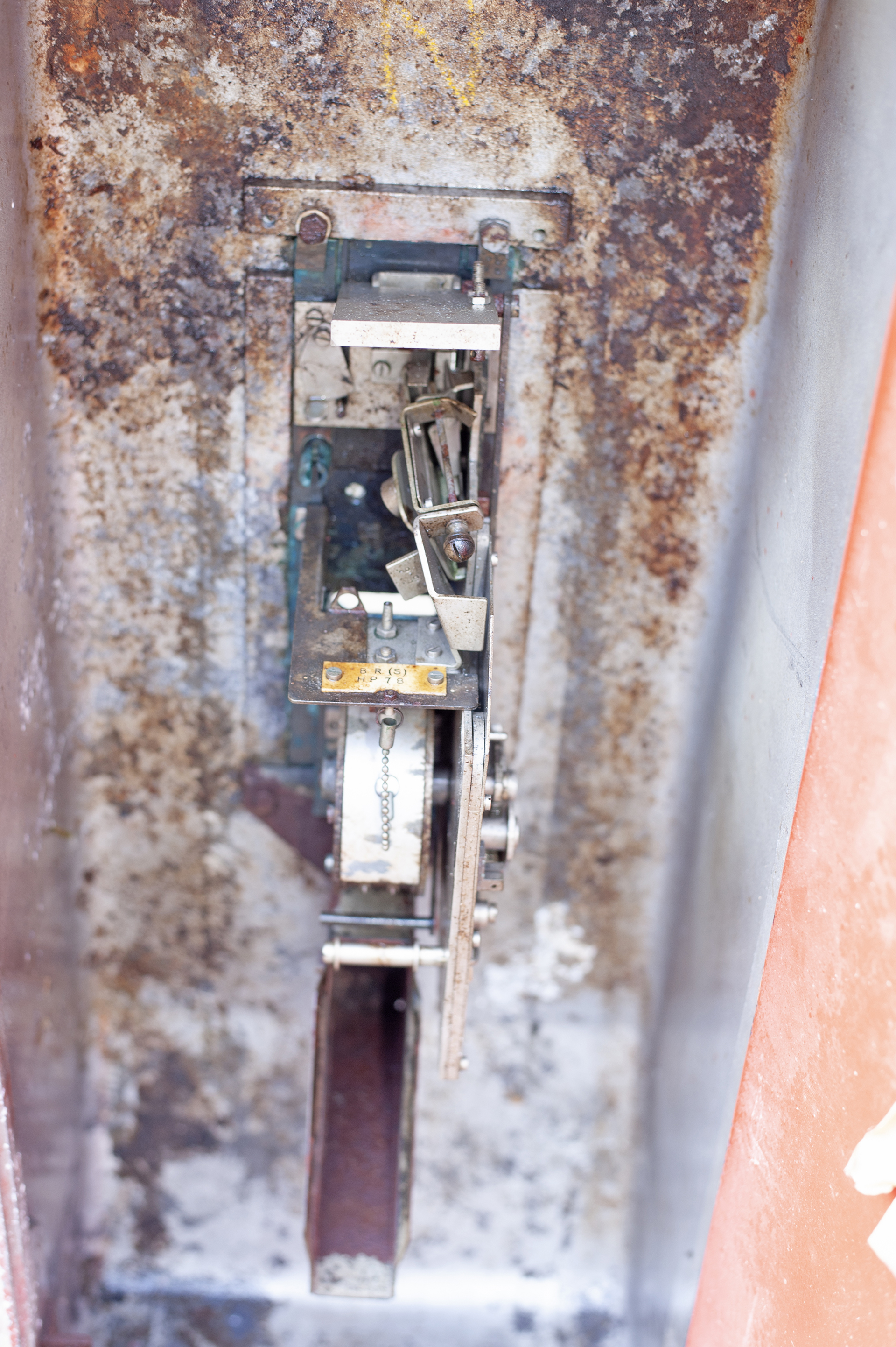 British Railways Southern Region platform ticket machine complete with enamel plates, makers plate - Image 2 of 2