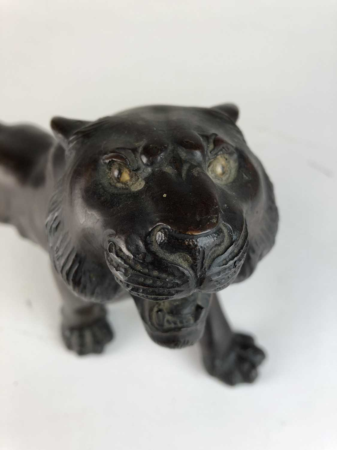 A Japanese bronze figure of a tiger, Meiji period - Image 6 of 6