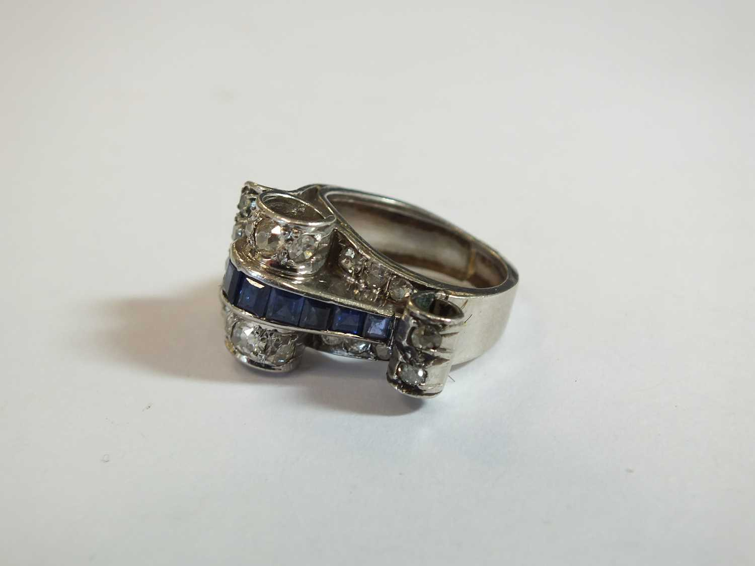 An Art Deco diamond and sapphire cocktail ring - Image 2 of 8