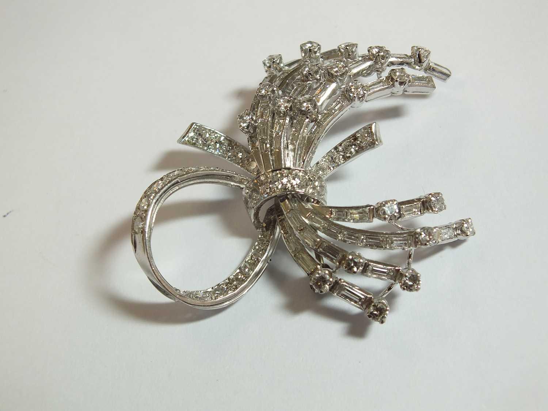 A diamond set scroll spray brooch - Image 3 of 9