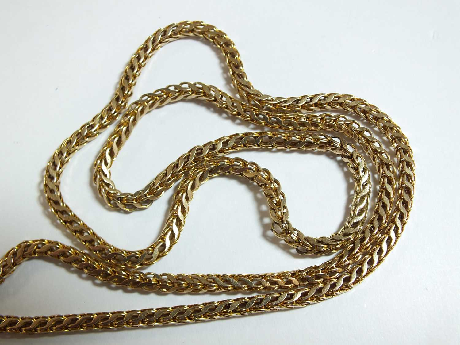 A yellow metal guard chain - Image 13 of 14