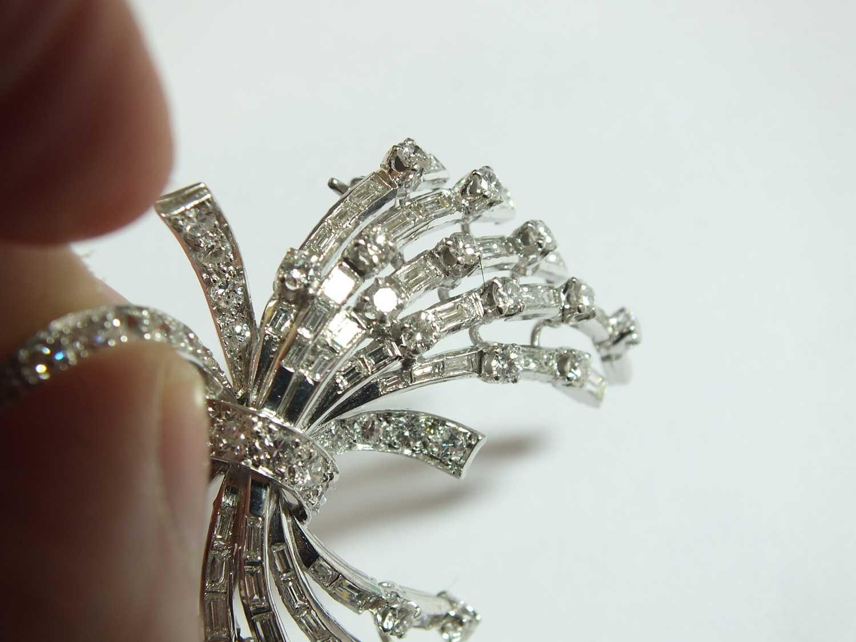 A diamond set scroll spray brooch - Image 4 of 9