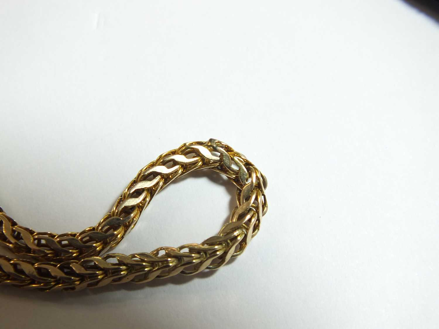 A yellow metal guard chain - Image 2 of 14