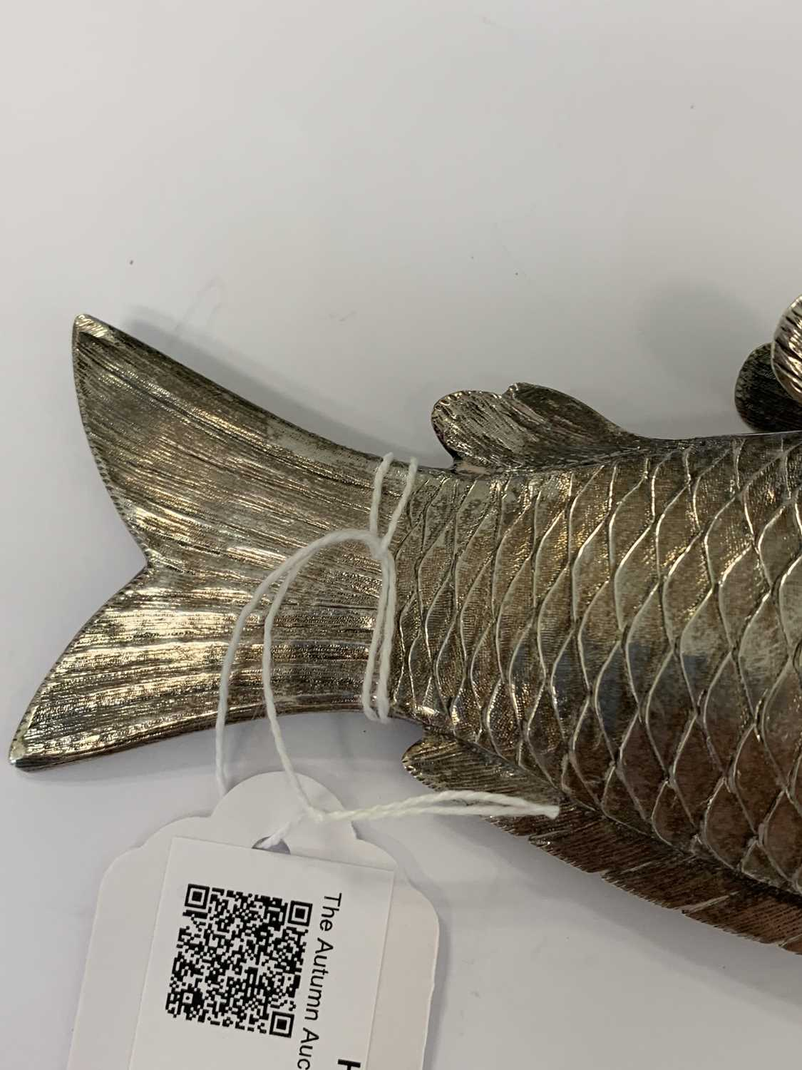A 19th century Austrian silver novelty pounce pot in the form of a fish - Image 7 of 8