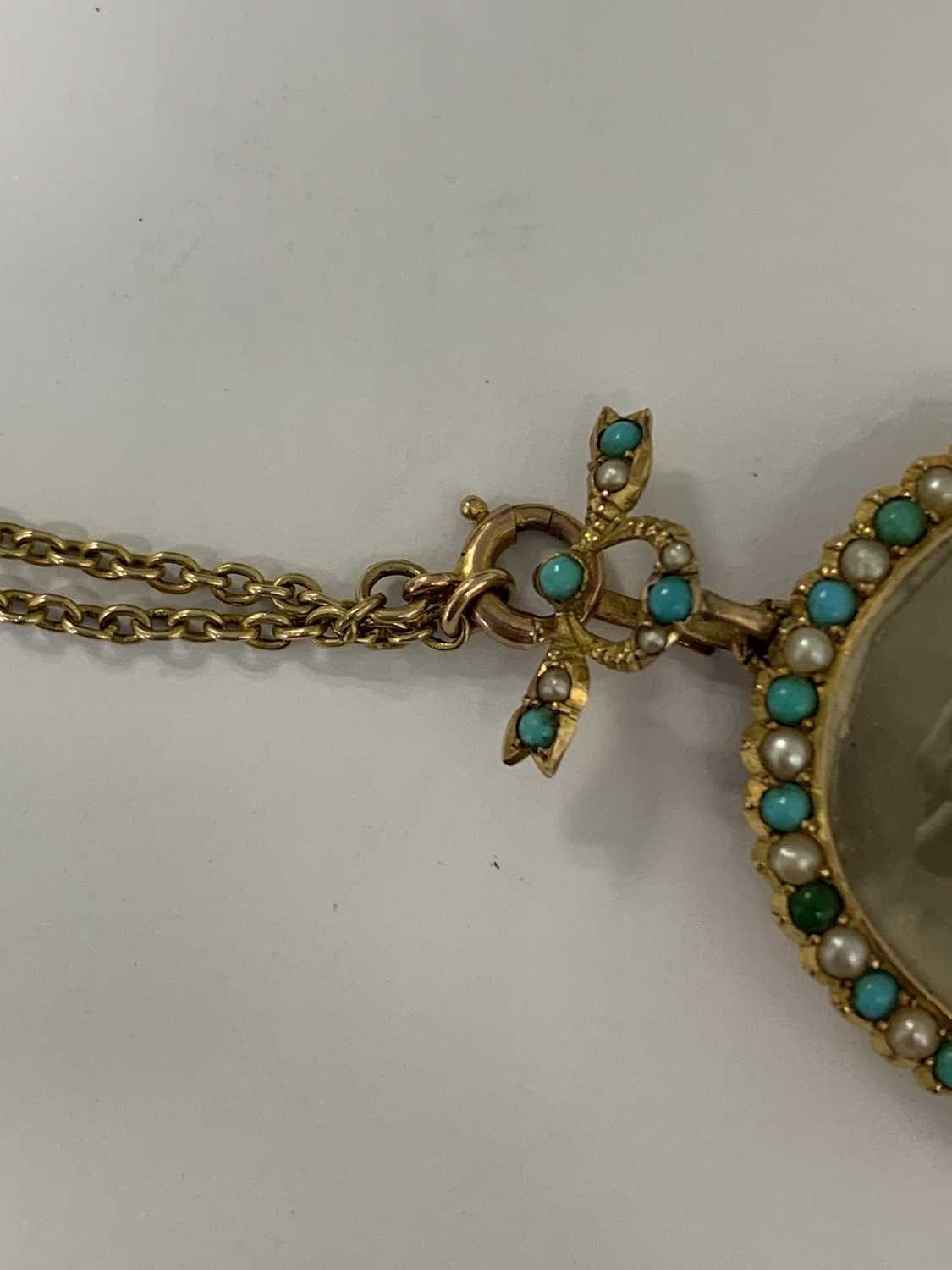 A turquoise and split pearl circular locket pendant - Image 8 of 9