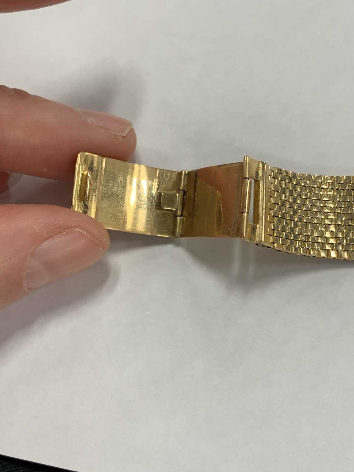 A Gentleman's gold plated Omega wristwatch with yellow metal bracelet - Image 5 of 9