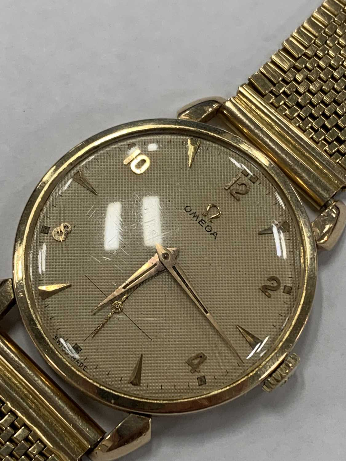 A Gentleman's gold plated Omega wristwatch with yellow metal bracelet - Image 6 of 9