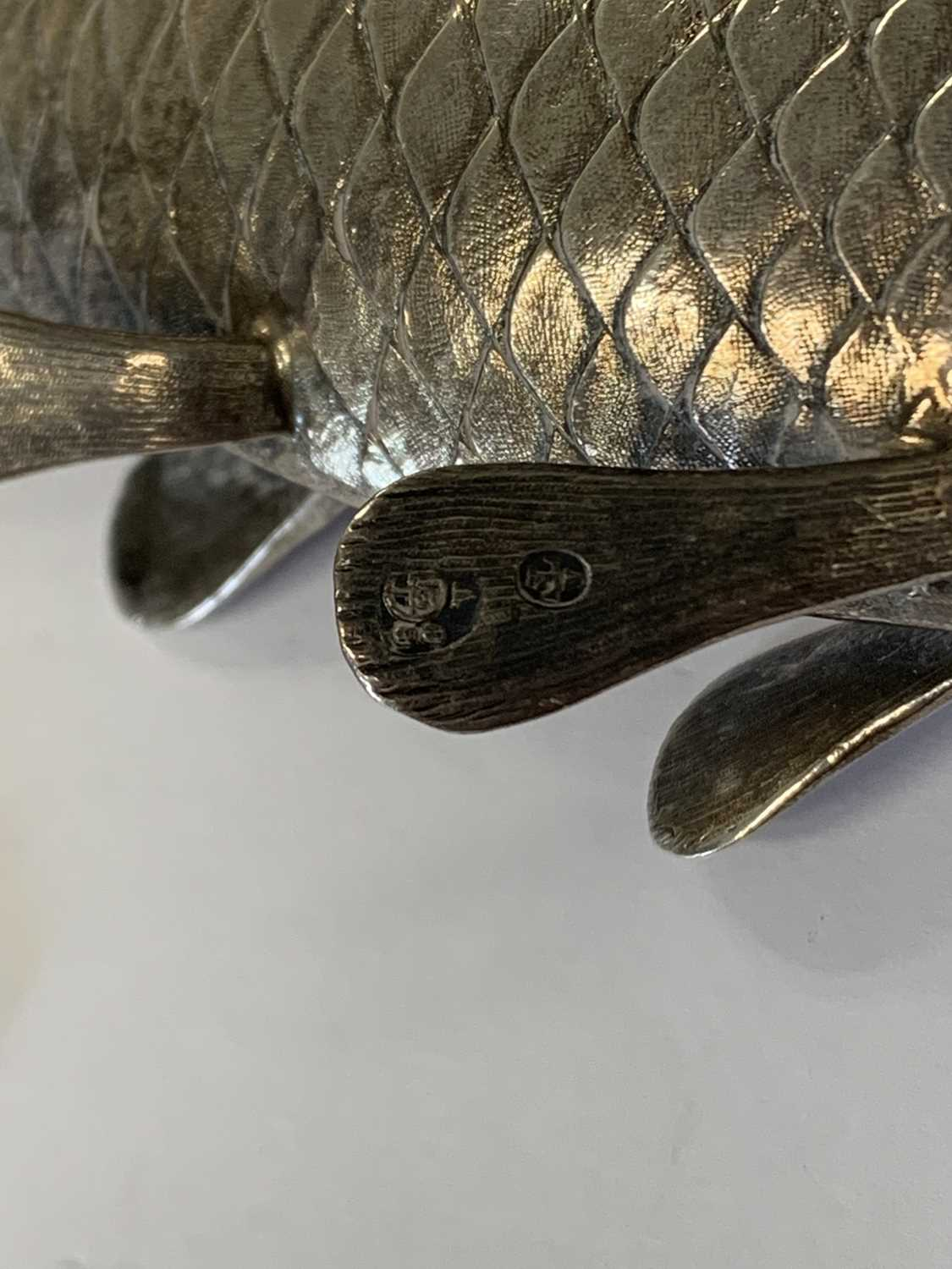 A 19th century Austrian silver novelty pounce pot in the form of a fish - Image 6 of 8