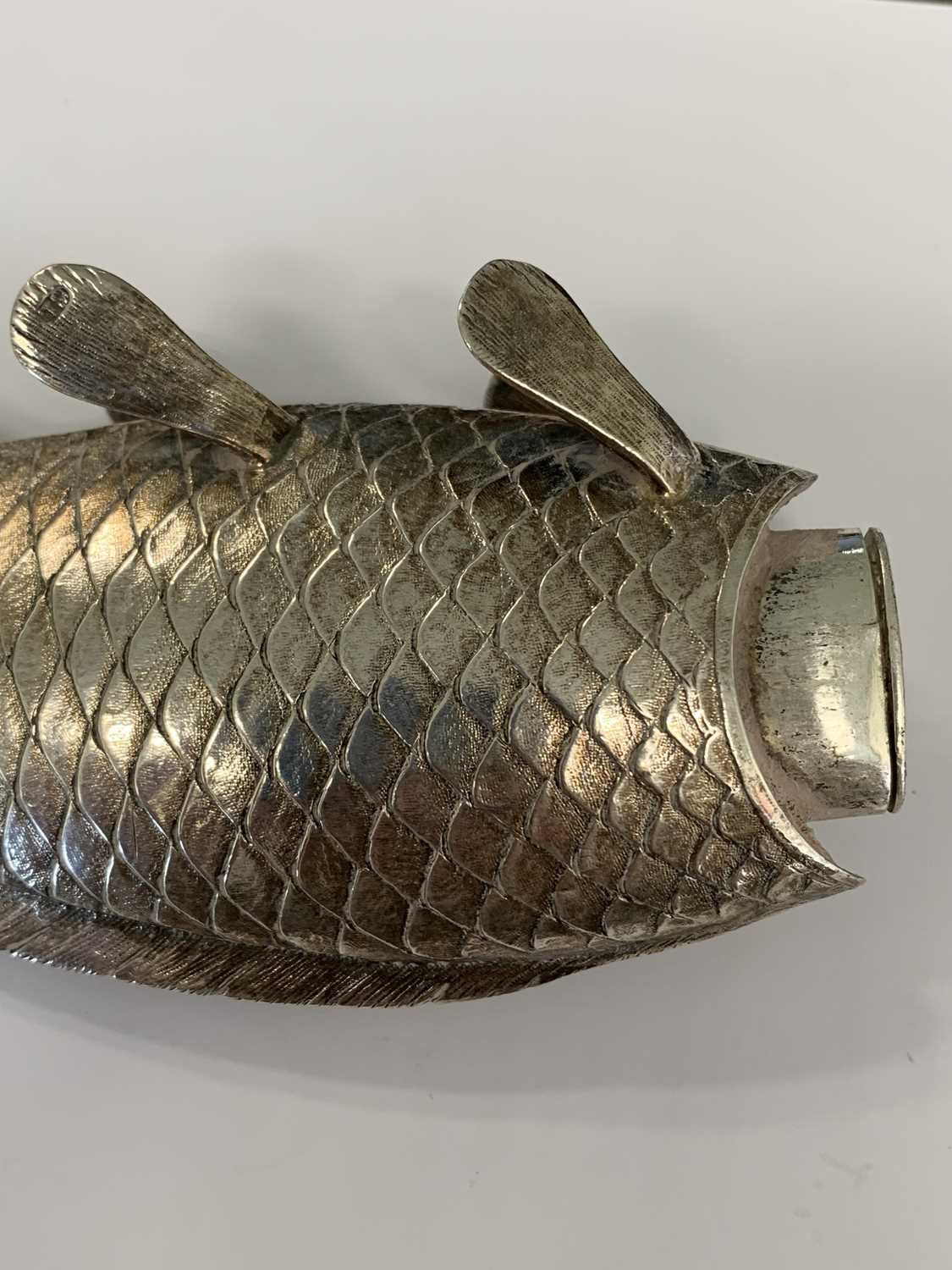 A 19th century Austrian silver novelty pounce pot in the form of a fish - Image 4 of 8