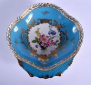 AN EARLY 20TH CENTURY FRENCH SEVRES STYLE PORCELAIN SHELL SHAPED DISH. 21 cm x 19 cm.