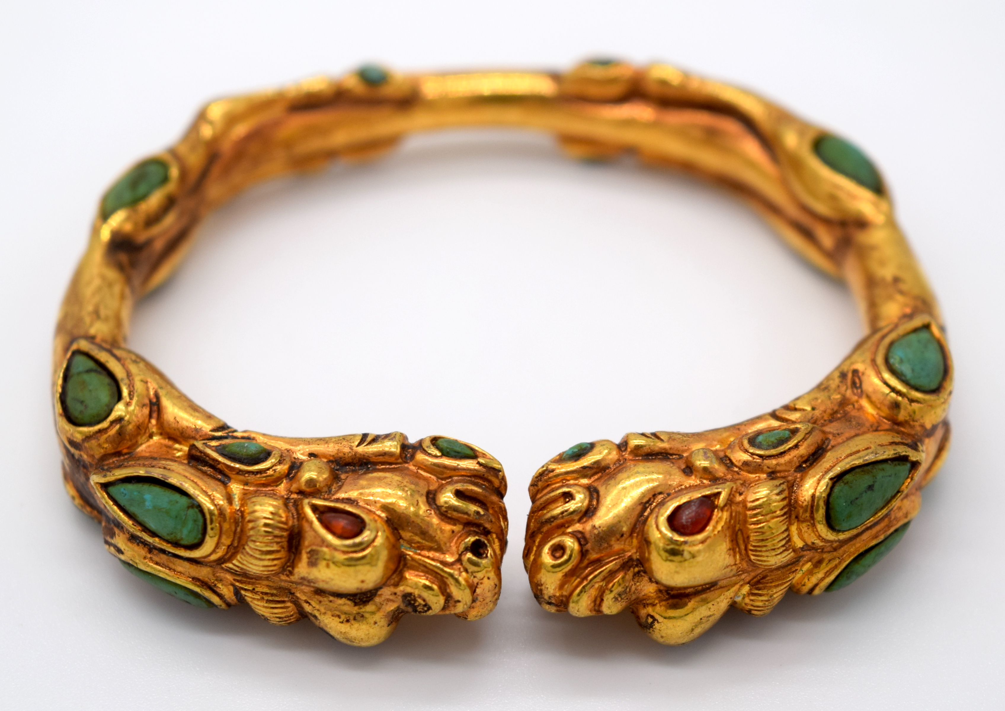 A Chinese yellow metal dragon bracelet inlaid with turquoise stones 7.5 x 6.5cm - Image 2 of 4
