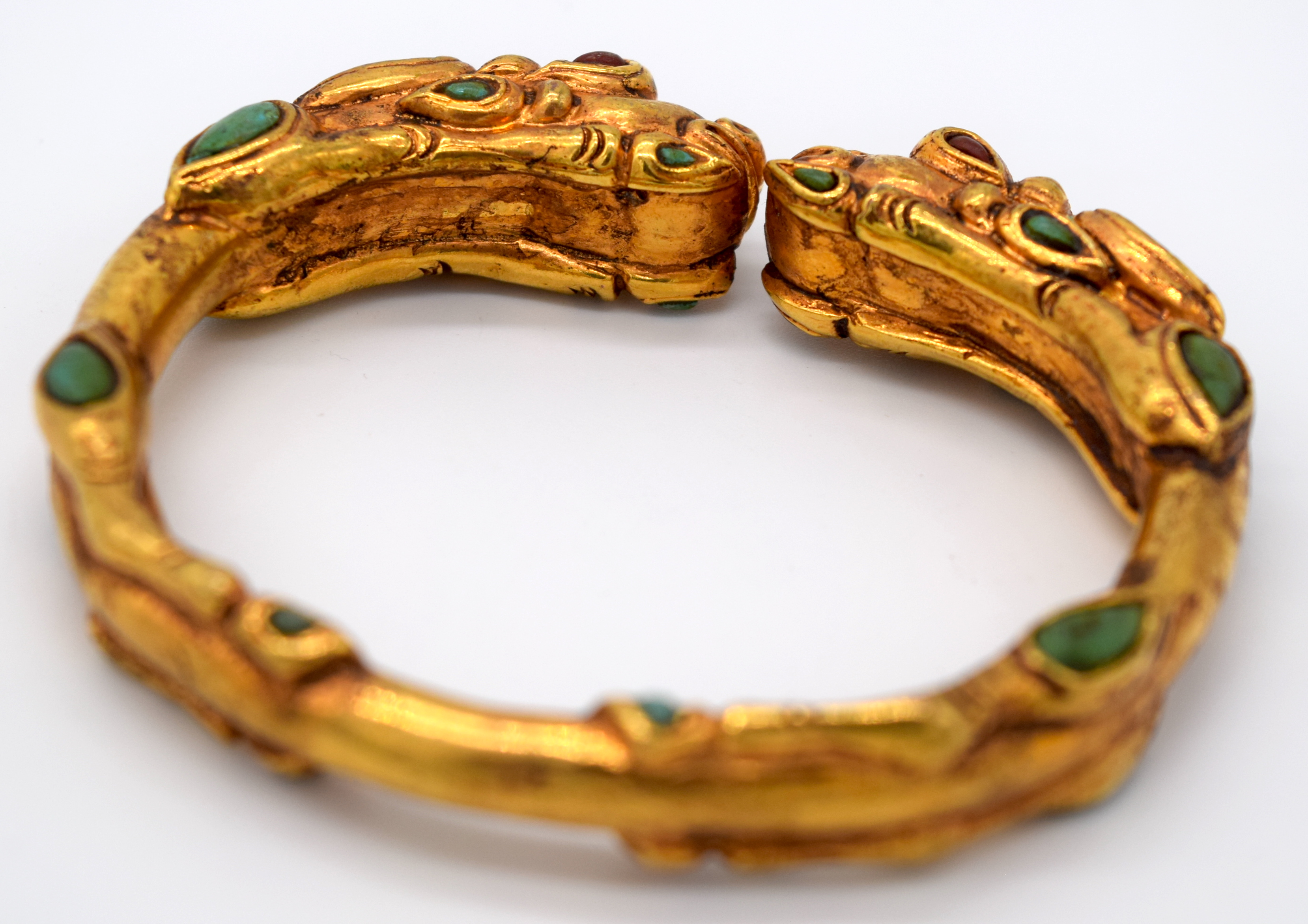 A Chinese yellow metal dragon bracelet inlaid with turquoise stones 7.5 x 6.5cm - Image 4 of 4