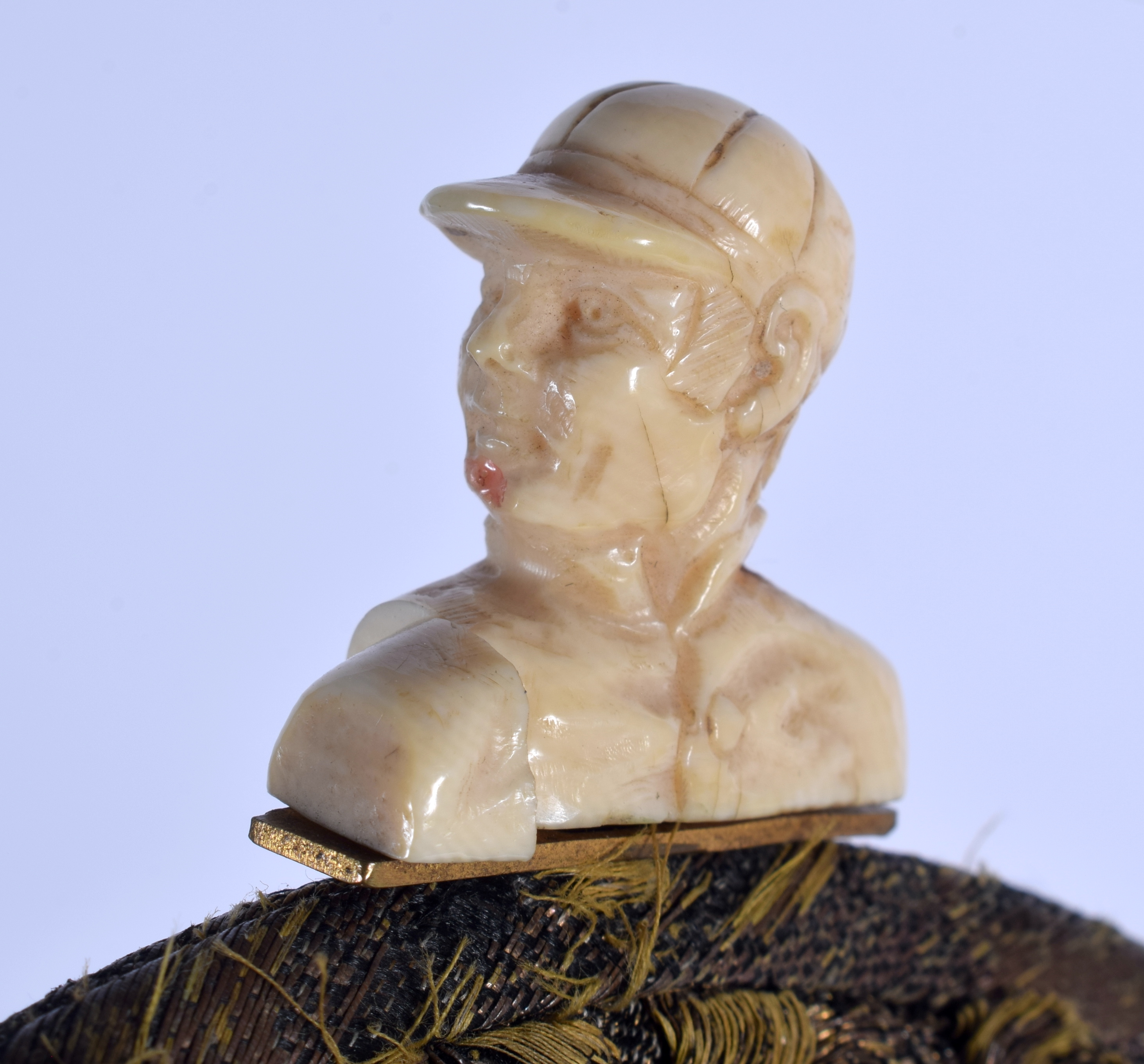 AN ANTIQUE CARVED IVORY JOCKEY HEAD EMBROIDERED SILK PURSE. 21 cm x 18 cm. - Image 3 of 3