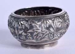 A 19TH CENTURY CHINESE EXPORT SILVER SALT by Luen Hing, decorated with flowering plants. 27 grams. 4