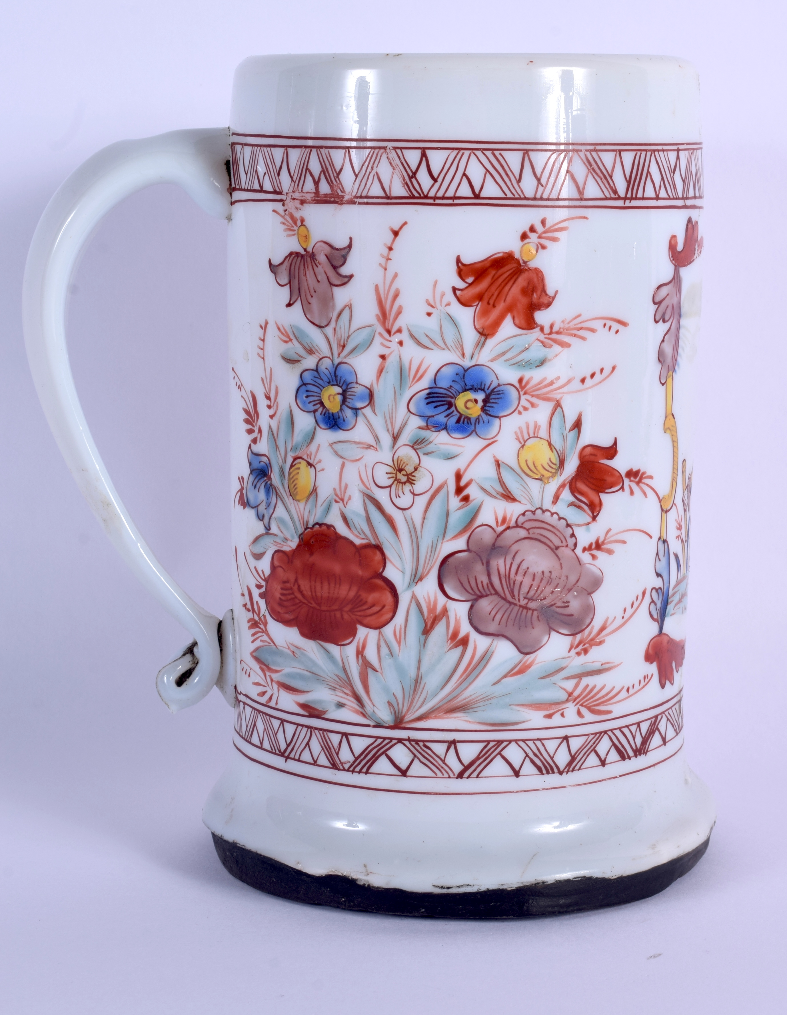 AN 18TH CENTURY ENGLISH ENAMELLED MILK GLASS TANKARD possibly made for the Dutch market. 18.5 cm hig