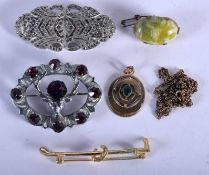 ASSORTED JEWELLERY. 42 grams. (qty)