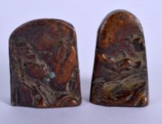 TWO CHINESE BRONZE MOUNTAIN SEALS 20th Century. 3 cm x 3.5 cm.