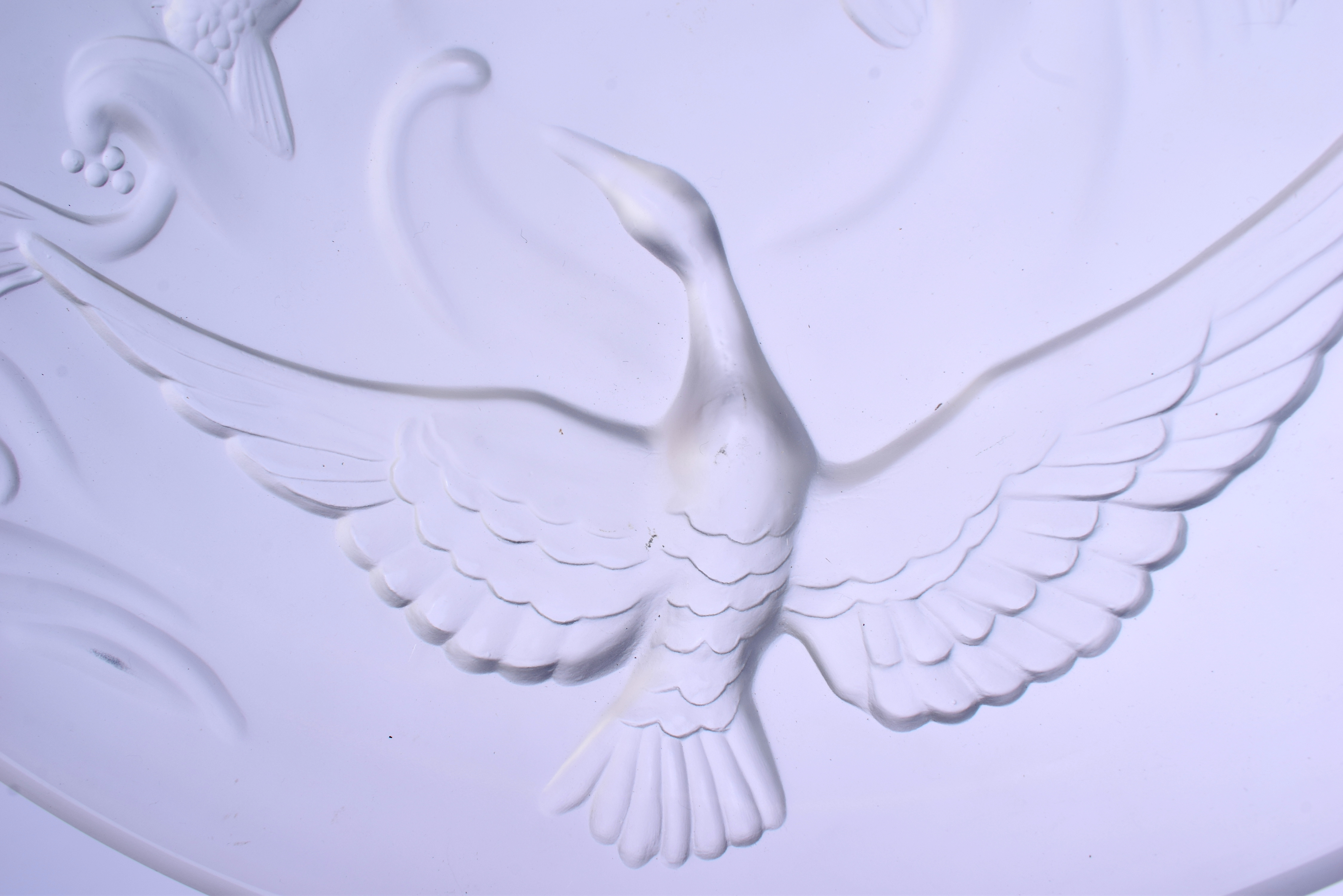 A LARGE FRENCH VERLYS MOLD LES CANARDS SAUVAGE GLASS DISH. 26 cm diameter. - Image 3 of 5