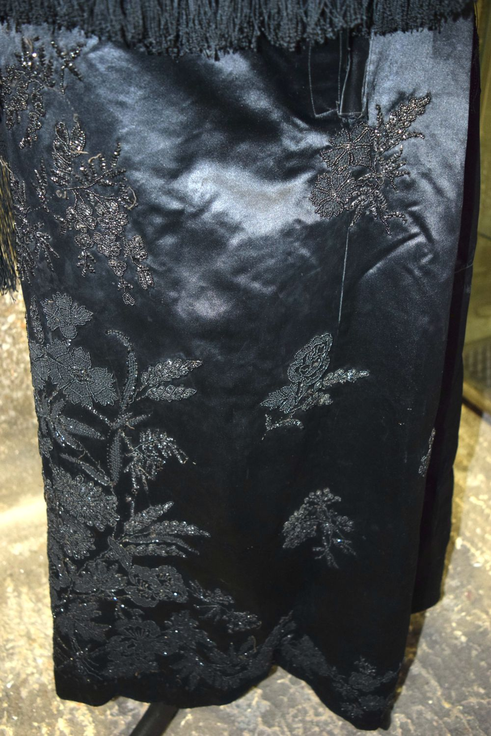 A Vintage Heavy satin skirt together with a shawl. - Image 6 of 6