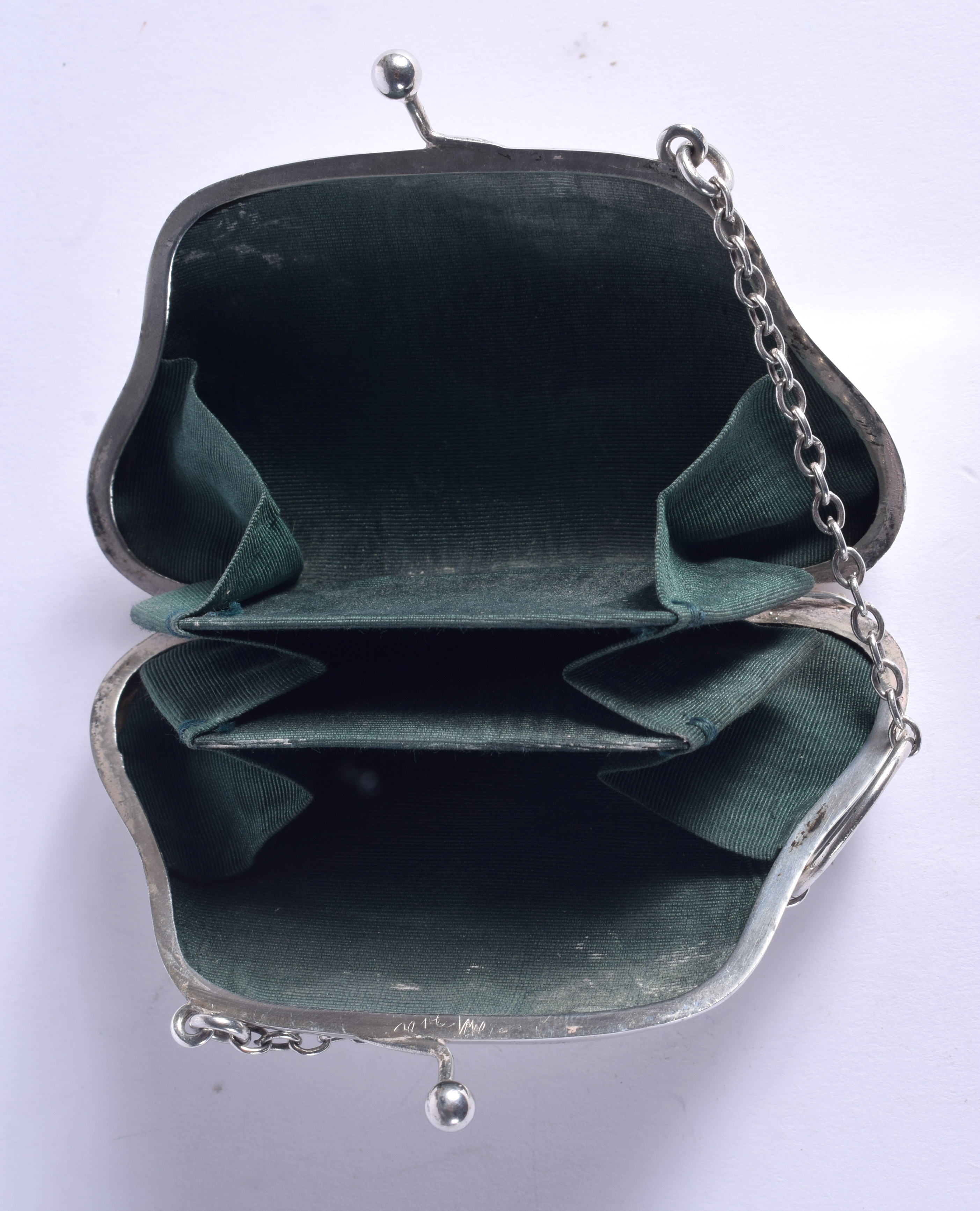 AN ANTIQUE SILVER PURSE. Chester 1915. 49 grams. 9 cm x 6.5 cm. - Image 2 of 2