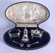 A 1940S SILVER CRUET SET. Birmingham 1944. Silver 114 grams. (5)
