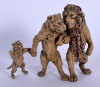 A CONTEMPORARY COLD PAINTED BRONZE LION GROUP. 7 cm x 7 cm.