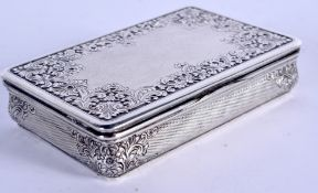 A 1940 SILVER SNUFF BOX decorated with repousse foliage. 139 grams. 8.5 cm x 5.5 cm.