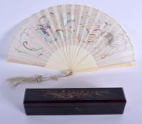 A 19TH CENTURY CHINESE EXPORT CANTON IVORY FAN Qing, decorated with a silk dragon. 35 cm wide extend
