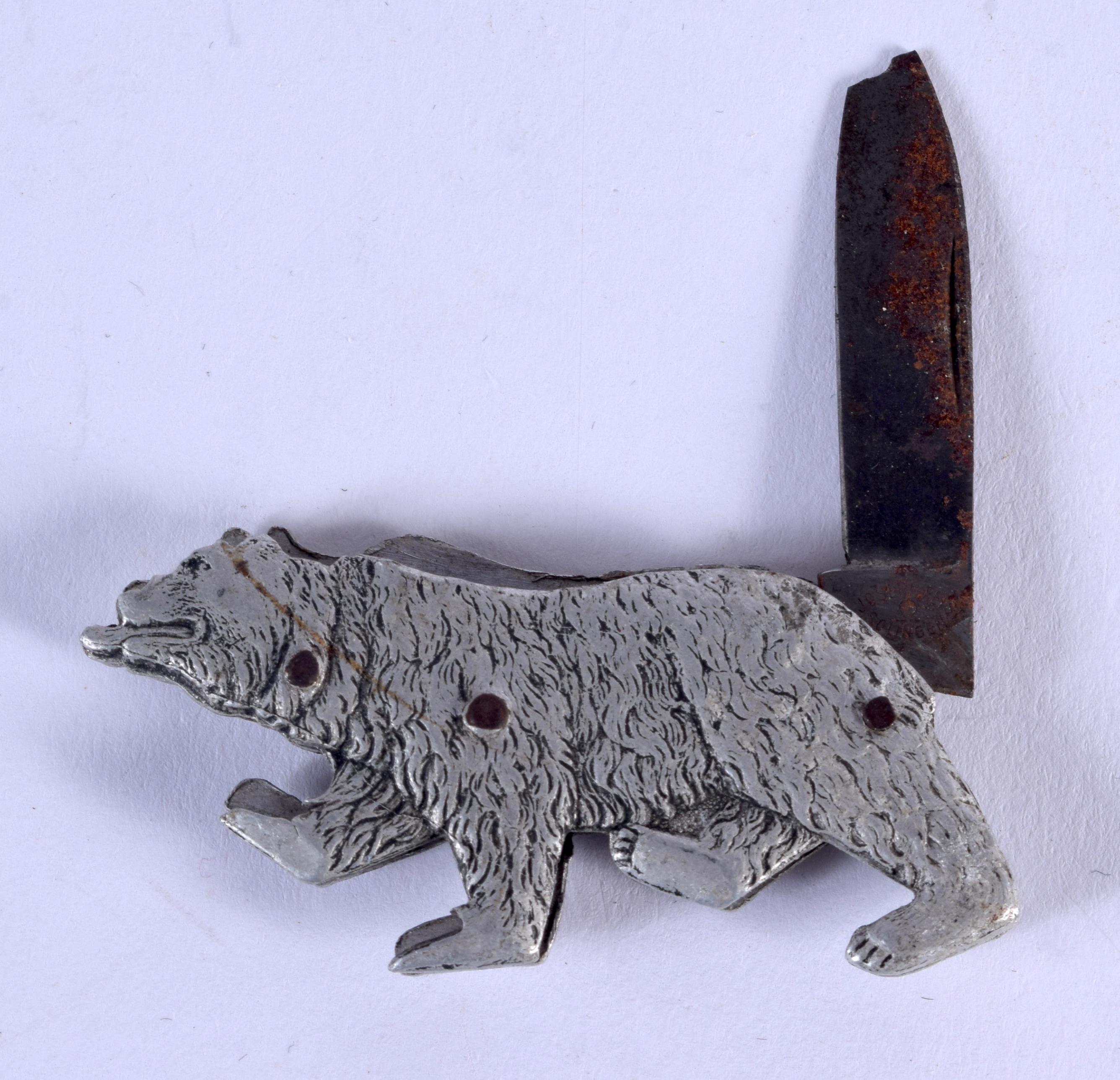 A VERY RARE 1920S ROAMING BEAR POCKET KNIFE. 5.5 cm x 3 cm. - Image 2 of 2