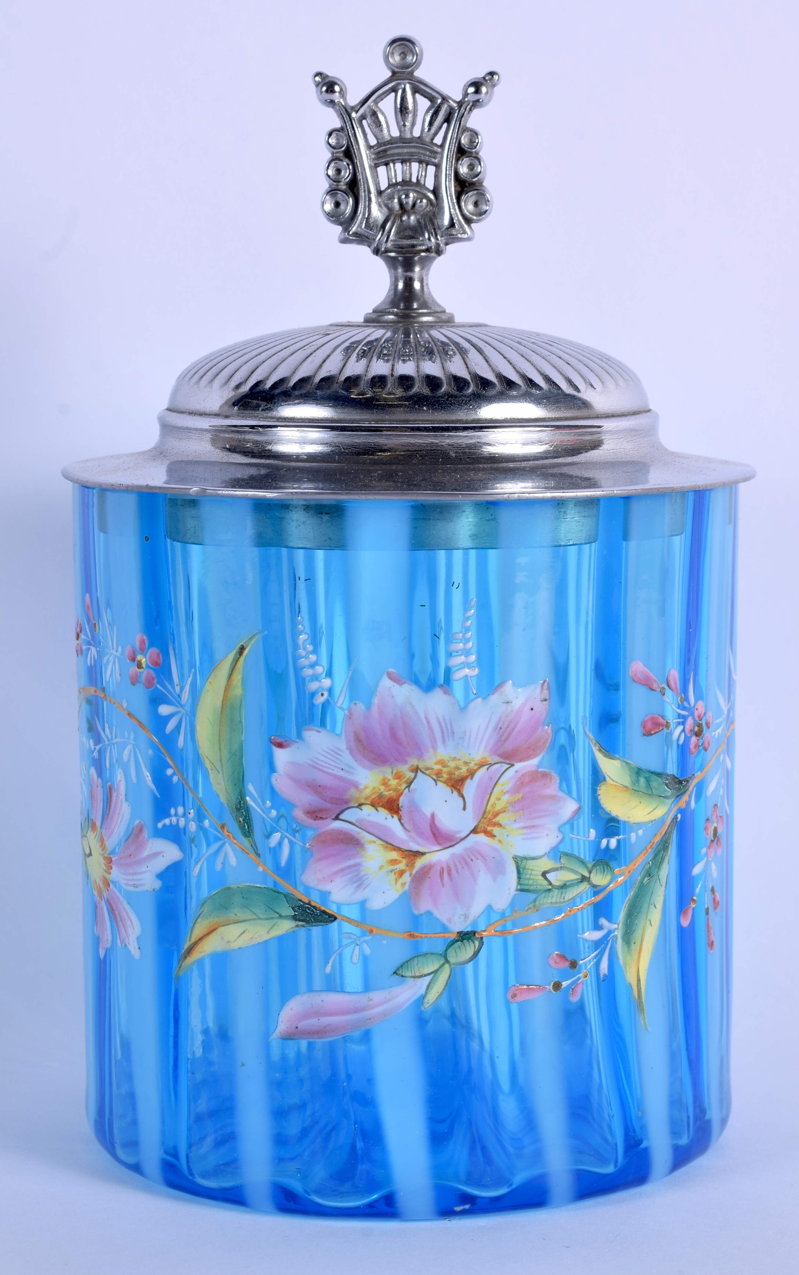 AN EDWARDIAN ENAMELLED BLUE FLASH BISCUIT BARREL AND COVER decorated with flowers. 19 cm high.