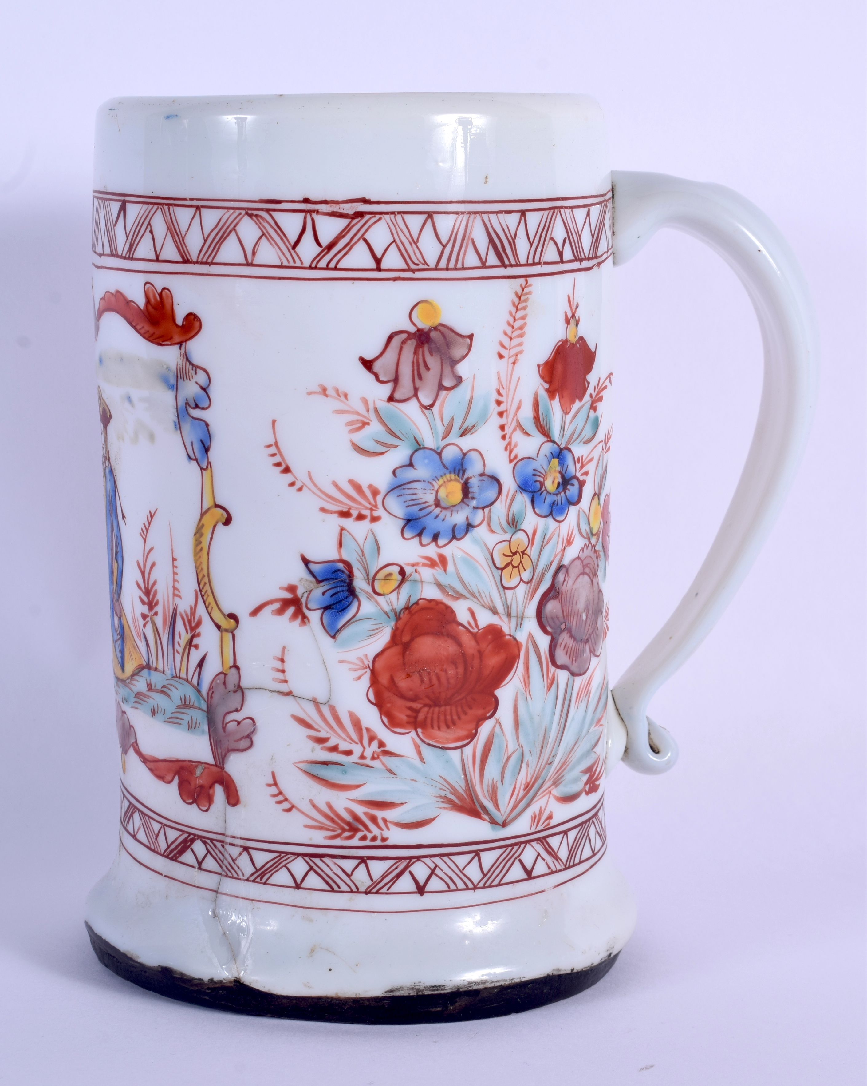 AN 18TH CENTURY ENGLISH ENAMELLED MILK GLASS TANKARD possibly made for the Dutch market. 18.5 cm hig - Image 2 of 5