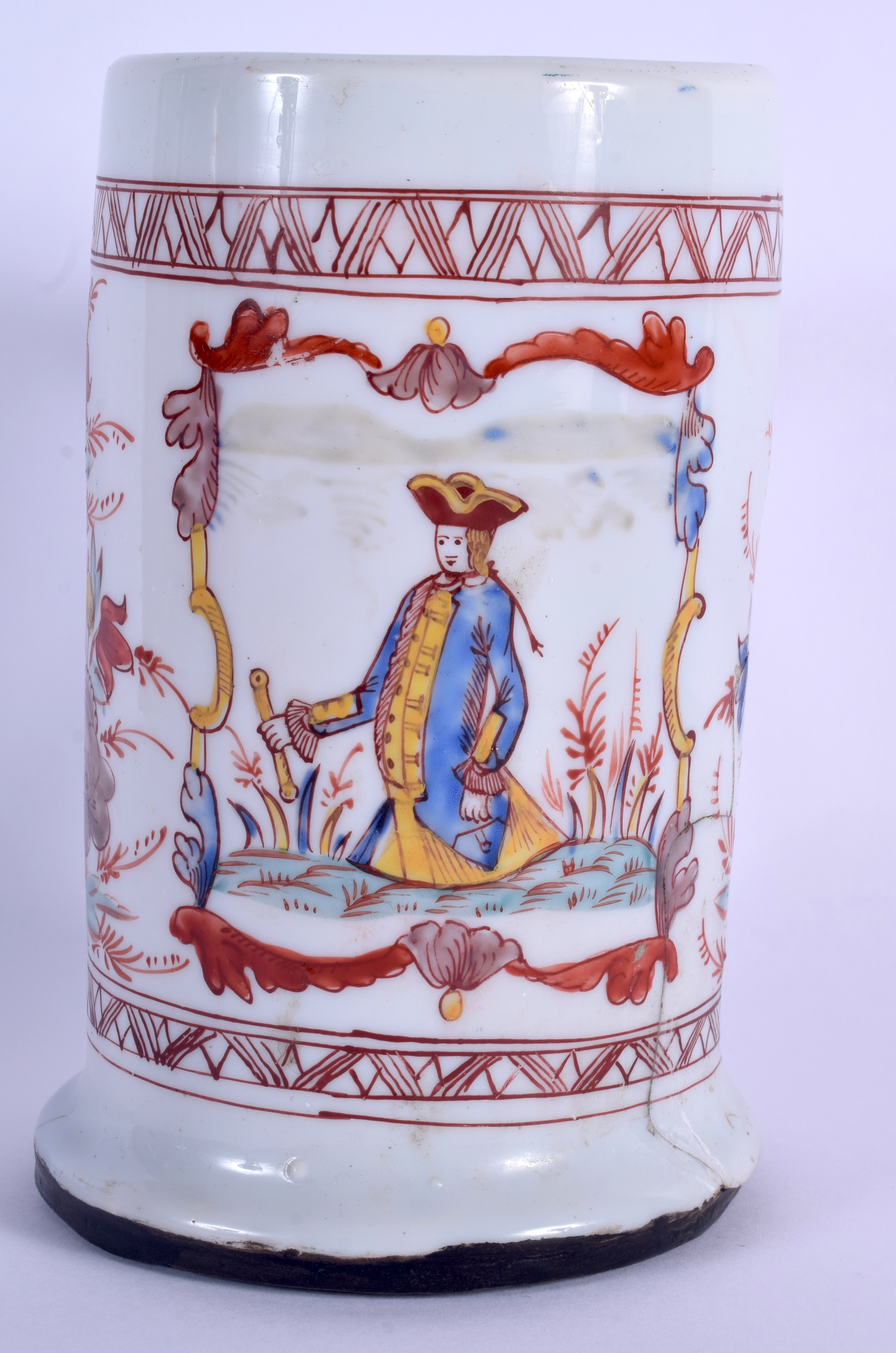 AN 18TH CENTURY ENGLISH ENAMELLED MILK GLASS TANKARD possibly made for the Dutch market. 18.5 cm hig - Image 3 of 5