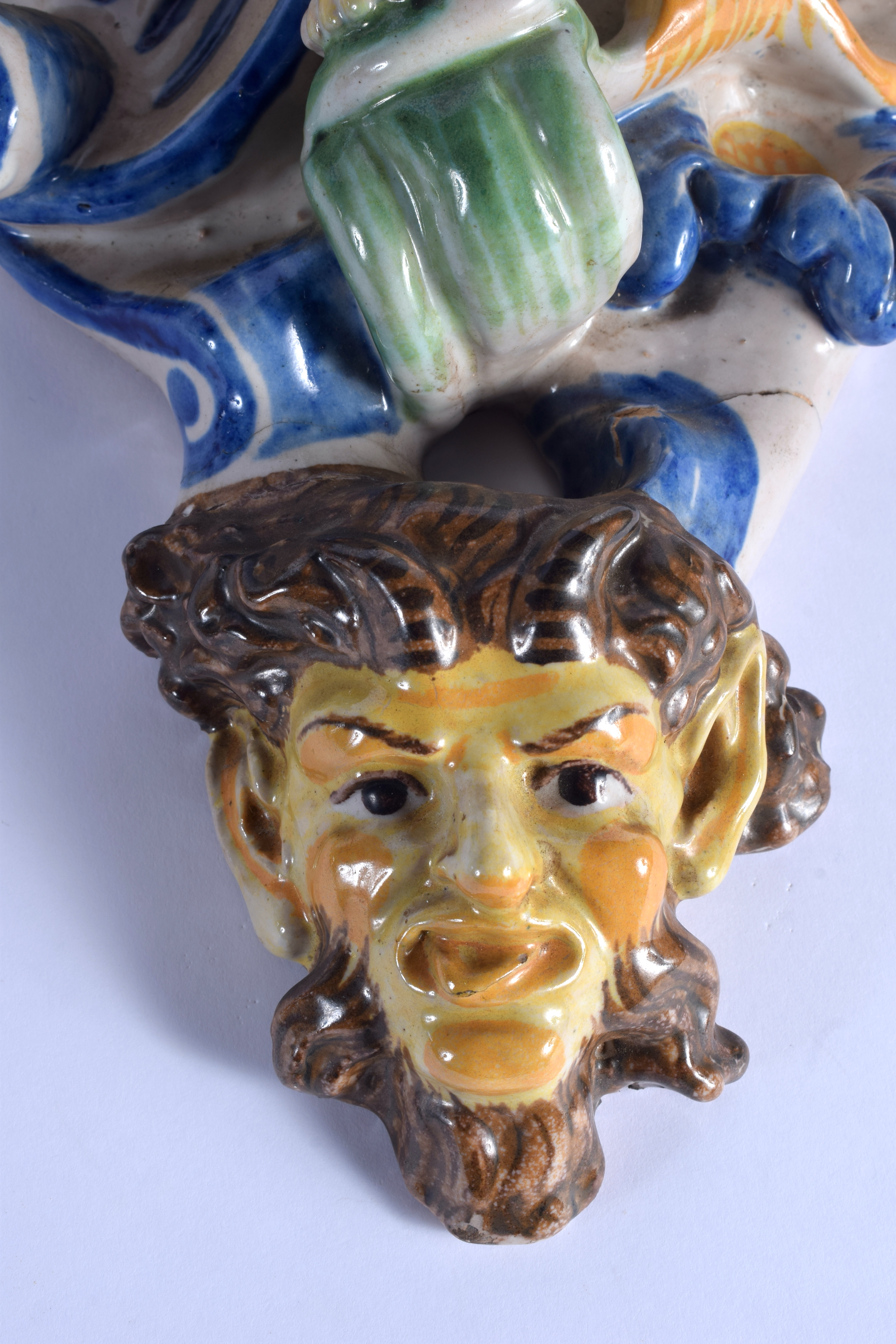 A LARGE PAIR OF 19TH CENTURY ITALIAN MAJOLICA POTTERY WALL BRACKETS formed with figures over mask he - Image 5 of 7