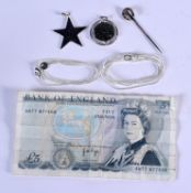 AN ANTIQUE HORSE SHOE PIN together with a bank note and necklace. (3)