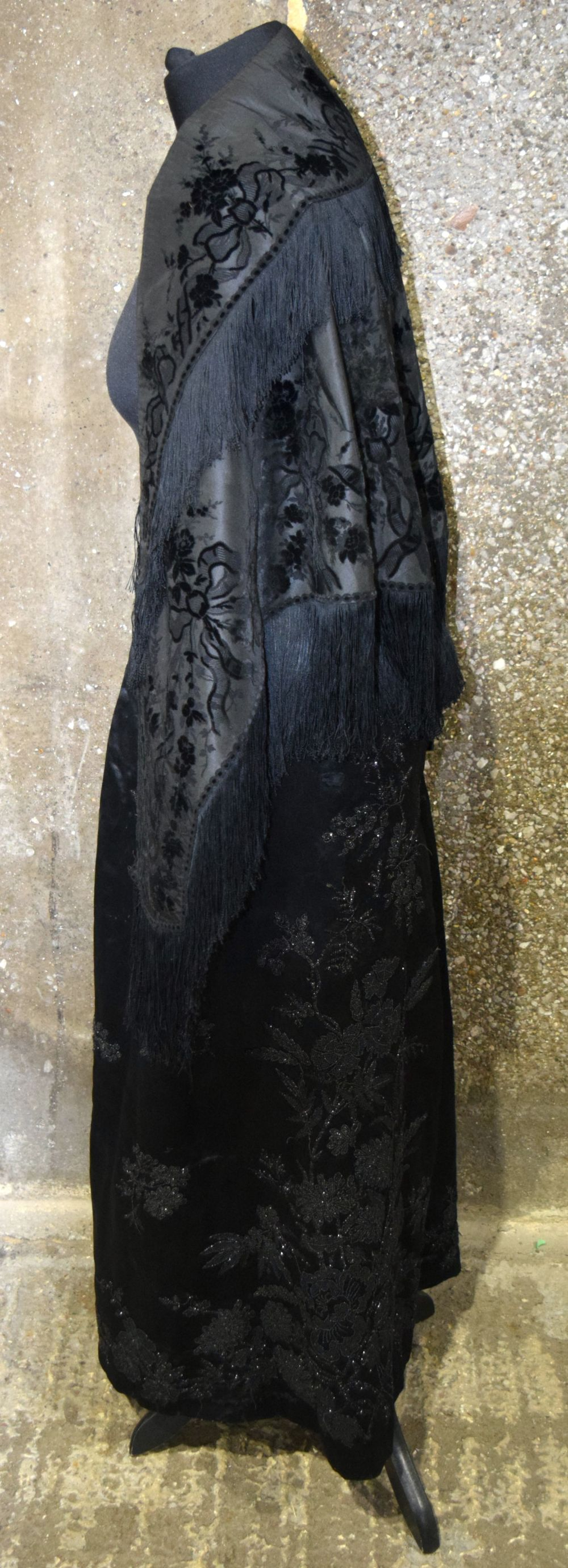 A Vintage Heavy satin skirt together with a shawl. - Image 2 of 6