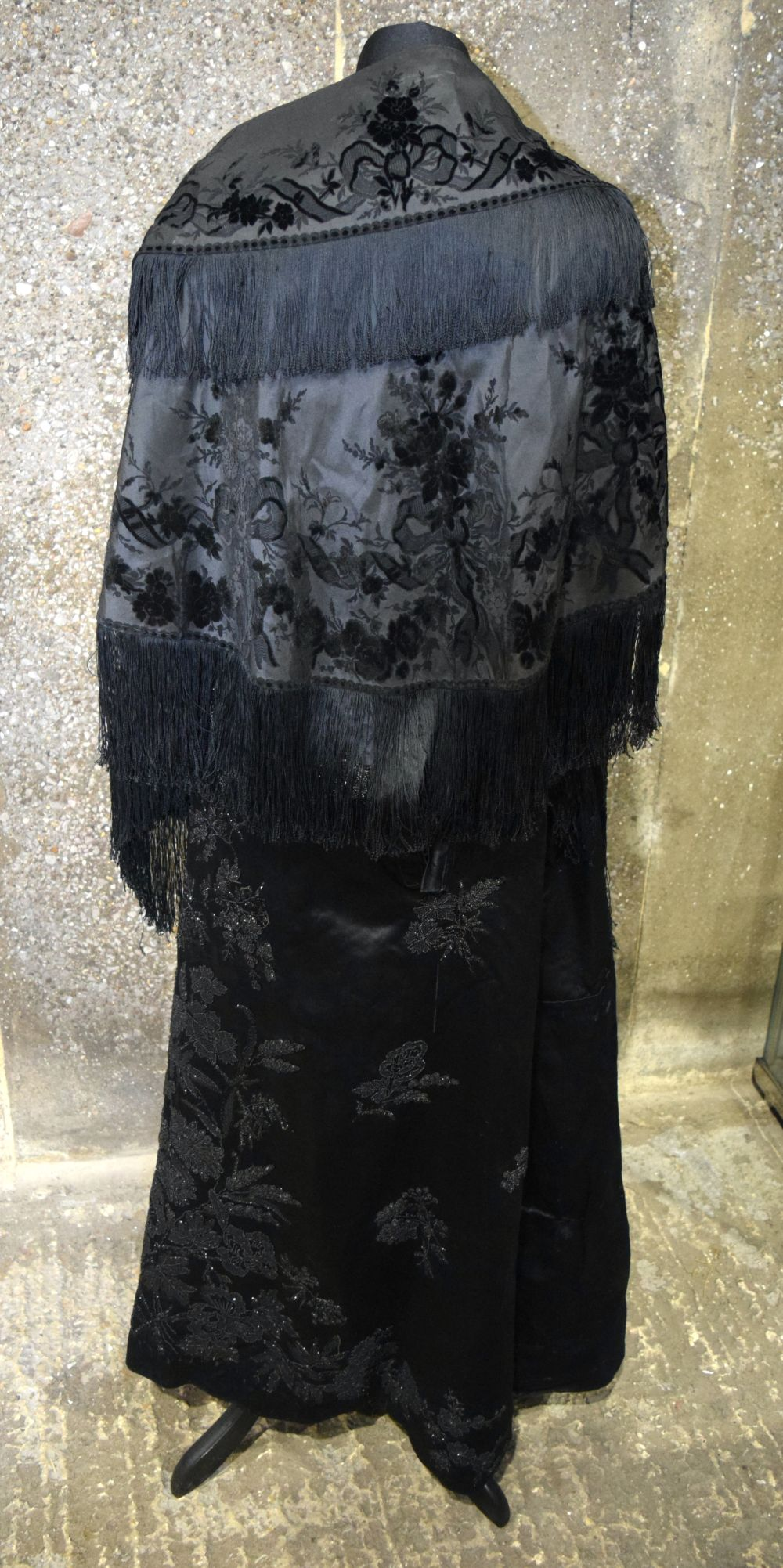 A Vintage Heavy satin skirt together with a shawl. - Image 3 of 6